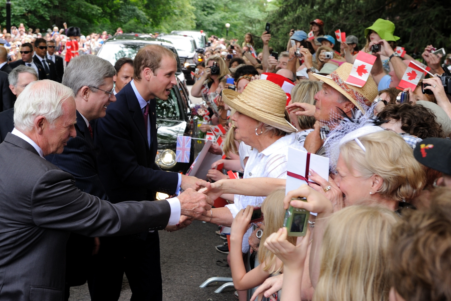 More than 6,000 Canadians offered a warm welcome to Their Royal Highnesses. The Prime Minister the Right Honourable Stephen Harper and his wife Mrs. Laureen Harper were also on site.
