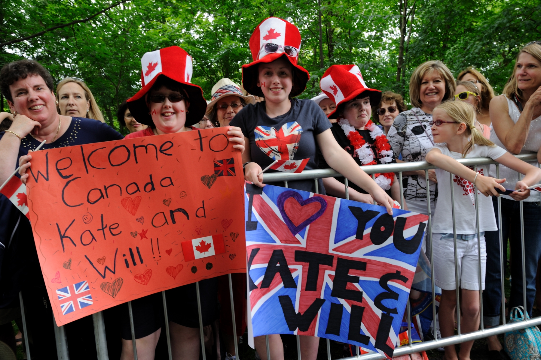 Canadians from all ages created beautiful banners to welcome the Royal couple.