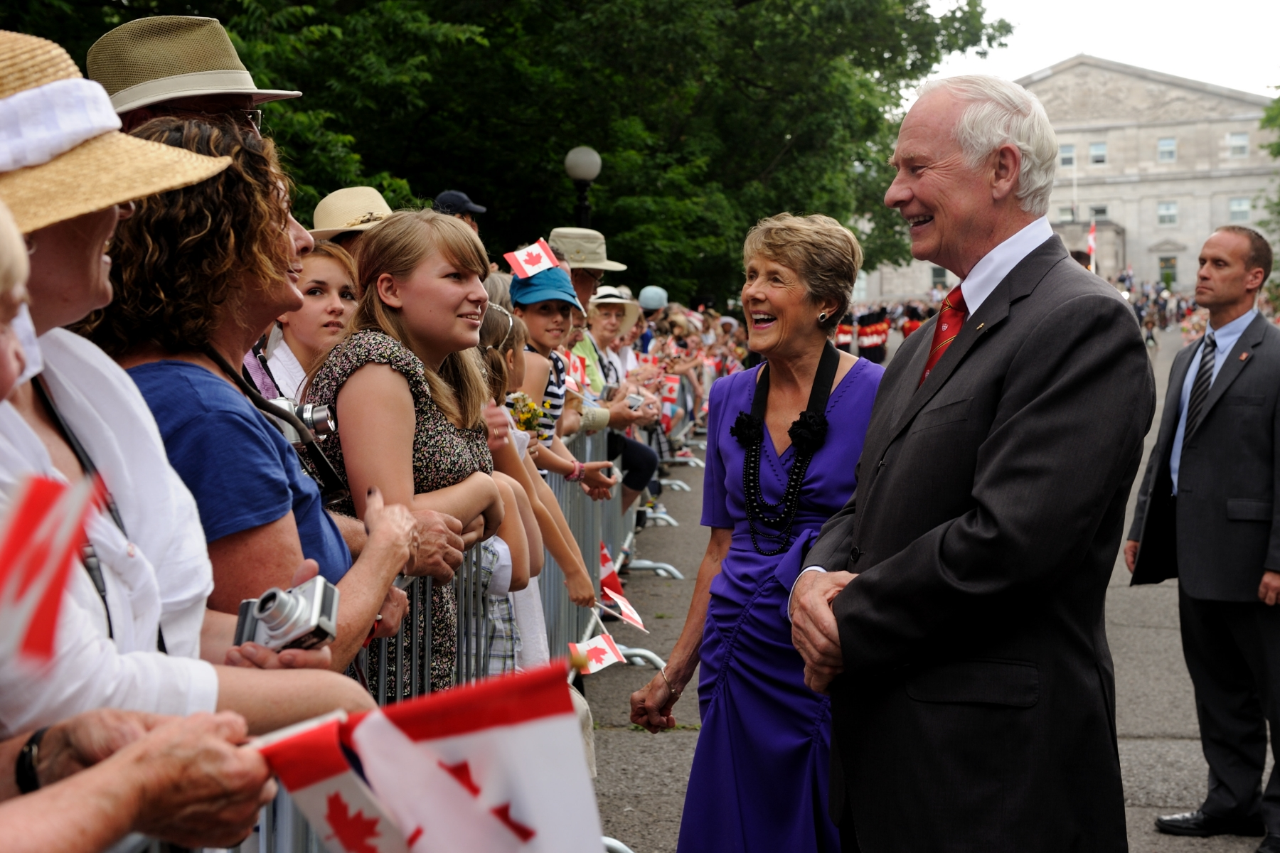 Prior to Their Royal Highnesses' arrival, Their Excellencies the Right Honourable David Johnston, Governor General of Canada, and Mrs. Sharon Johnston met with Canadians who were on the grounds to welcome the Royal couple.