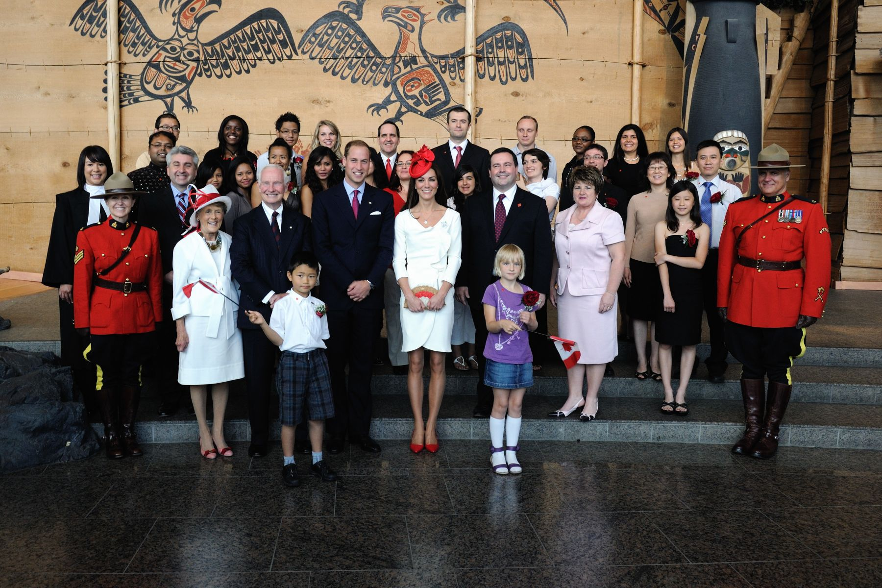 Official photo of Their Royal Highnesses, Their Excellencies and the 25 new Canadians.