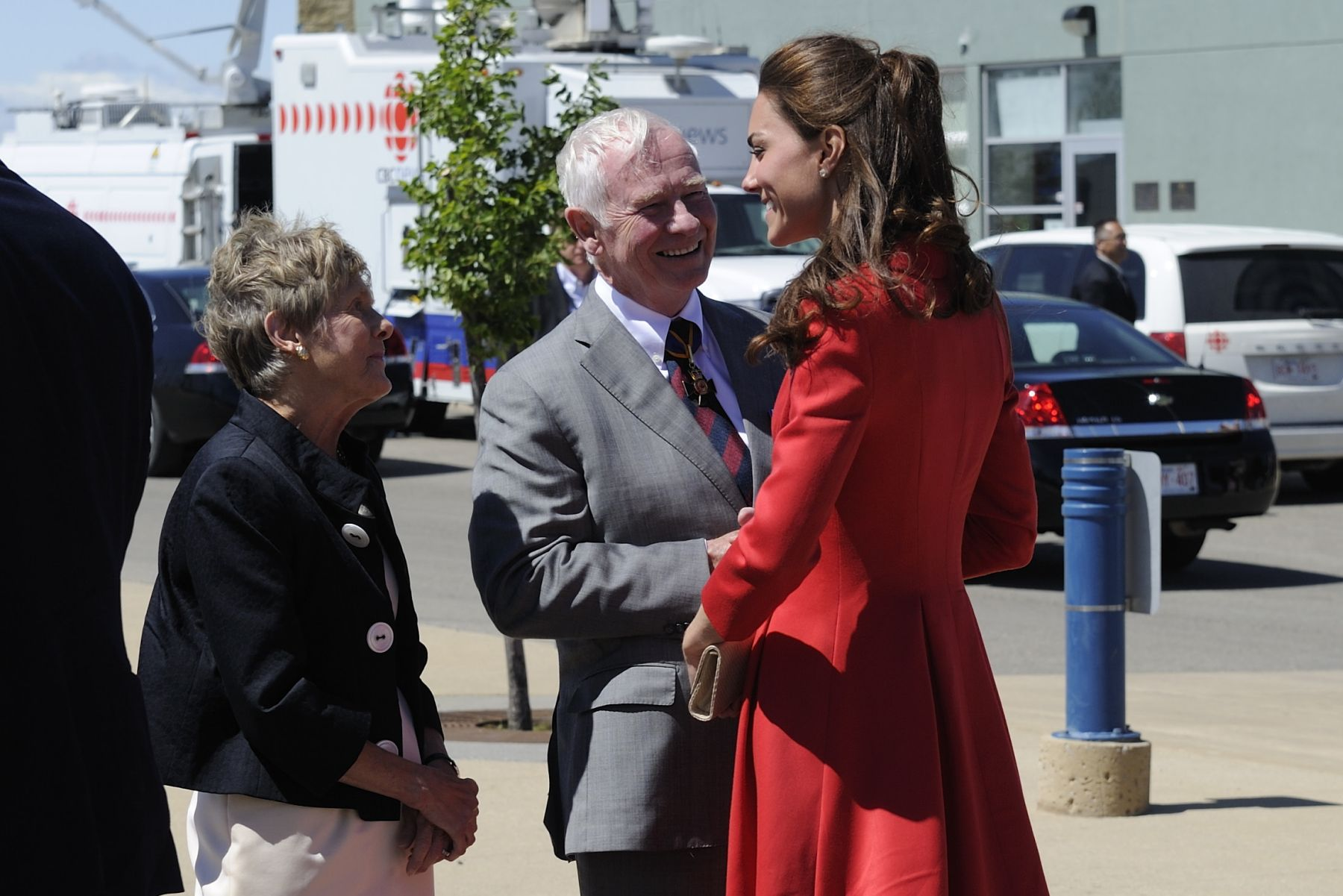 The province of Alberta and the Government of Canada hosted a ceremony to bid farewell to Their Royal Highnesses The Duke and Duchess of Cambridge. Their Excellencies the Right Honourable David Johnston, Governor General of Canada, and Mrs. Sharon Johnston attended the ceremony which took place at Calgary Rotary Challenger Park.