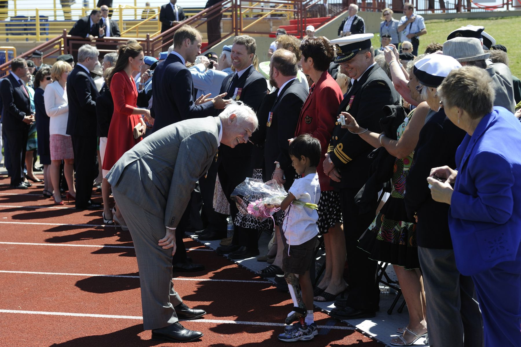 Their Excellencies and Their Royal Highnesses spoke with veterans and members of the Canadian Forces as well as their families who were on site.
