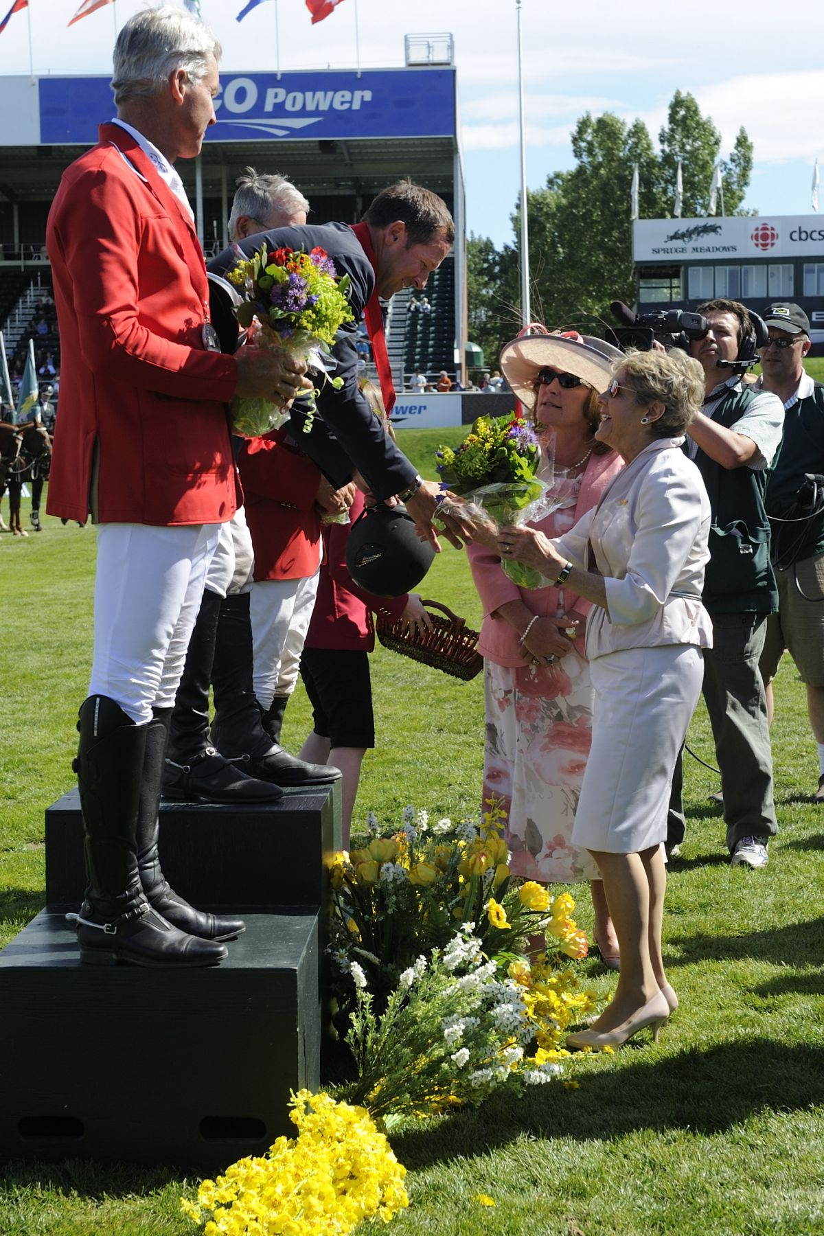 Her Excellency Sharon Johnston presented flowers to this year's winner of the Queen Elizabeth II Cup.
