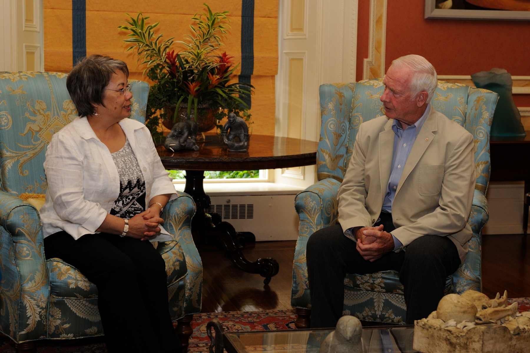 The official program for Nunavut began at Rideau Hall, in Ottawa, with a courtesy call by the Premier of Nunavut.