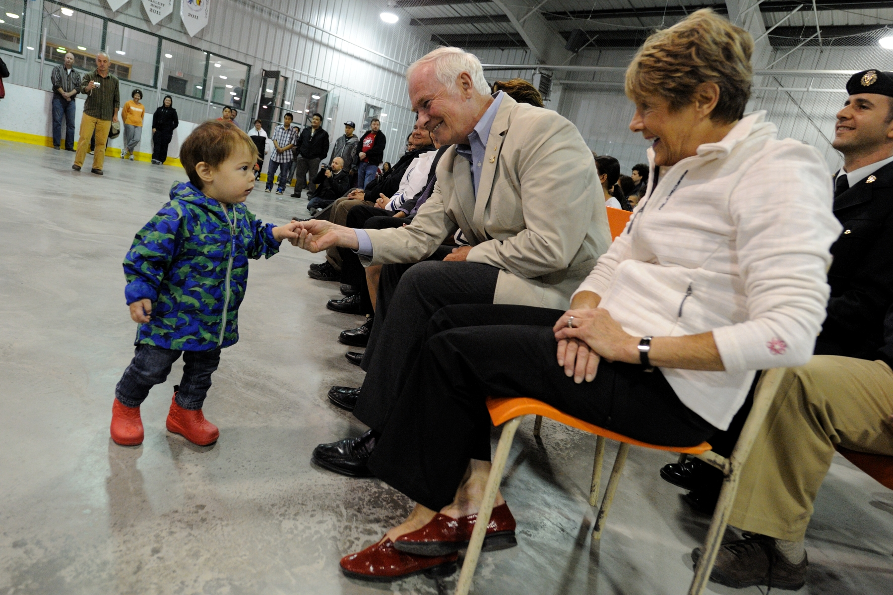 Their Excellencies took part in a community feast. During the feast, they met with the people of Iqaluit and experienced Inuit culture, food and traditions. The Governor General is seen in this photo shaking hands with Thor Puya Chemko, a little boy from Iqaluit, Nunavut.