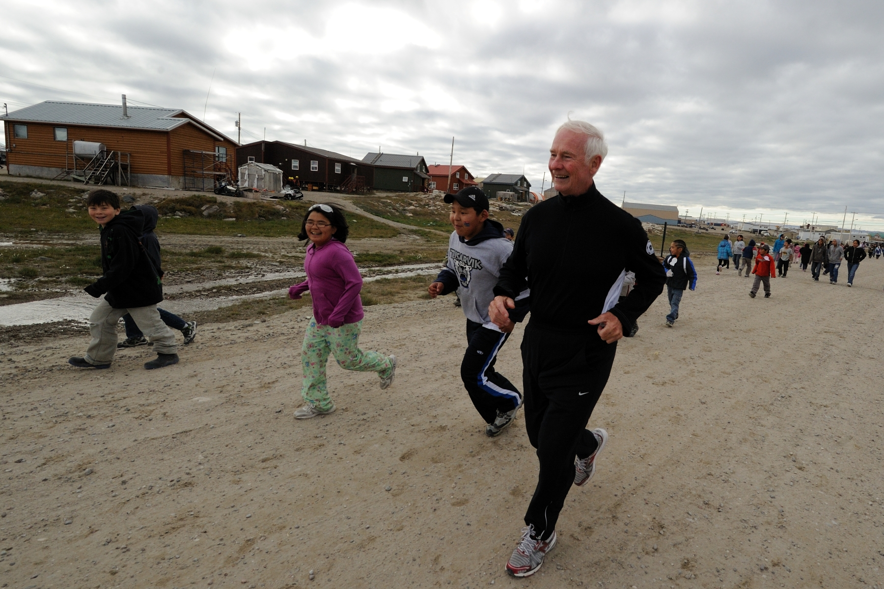 The Governor General participated in the Repulse Bay annual Terry Fox School Run with the students of the Tusarvik School.