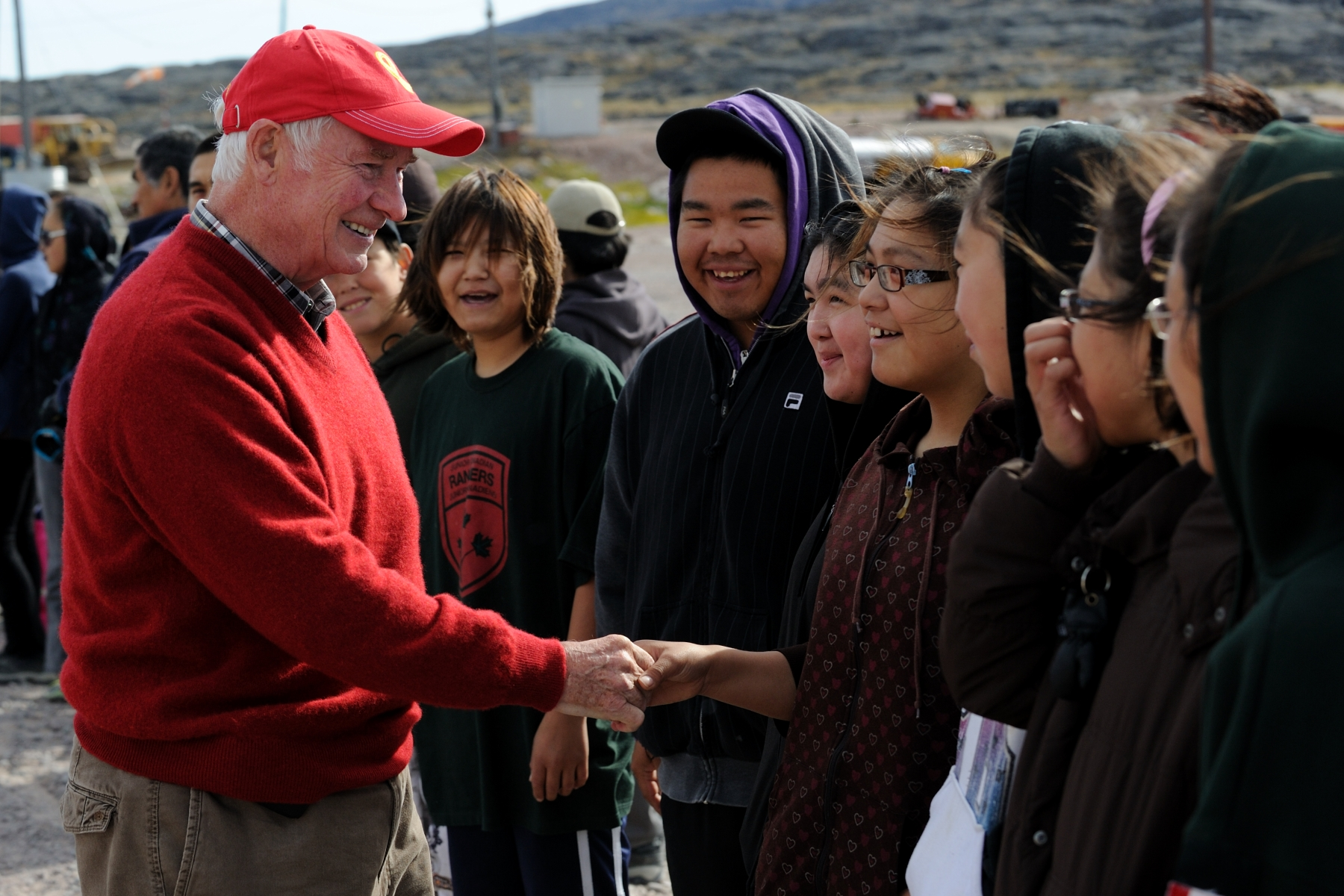 The Governor General shook hands and met with students from the Kugaaruk School.
