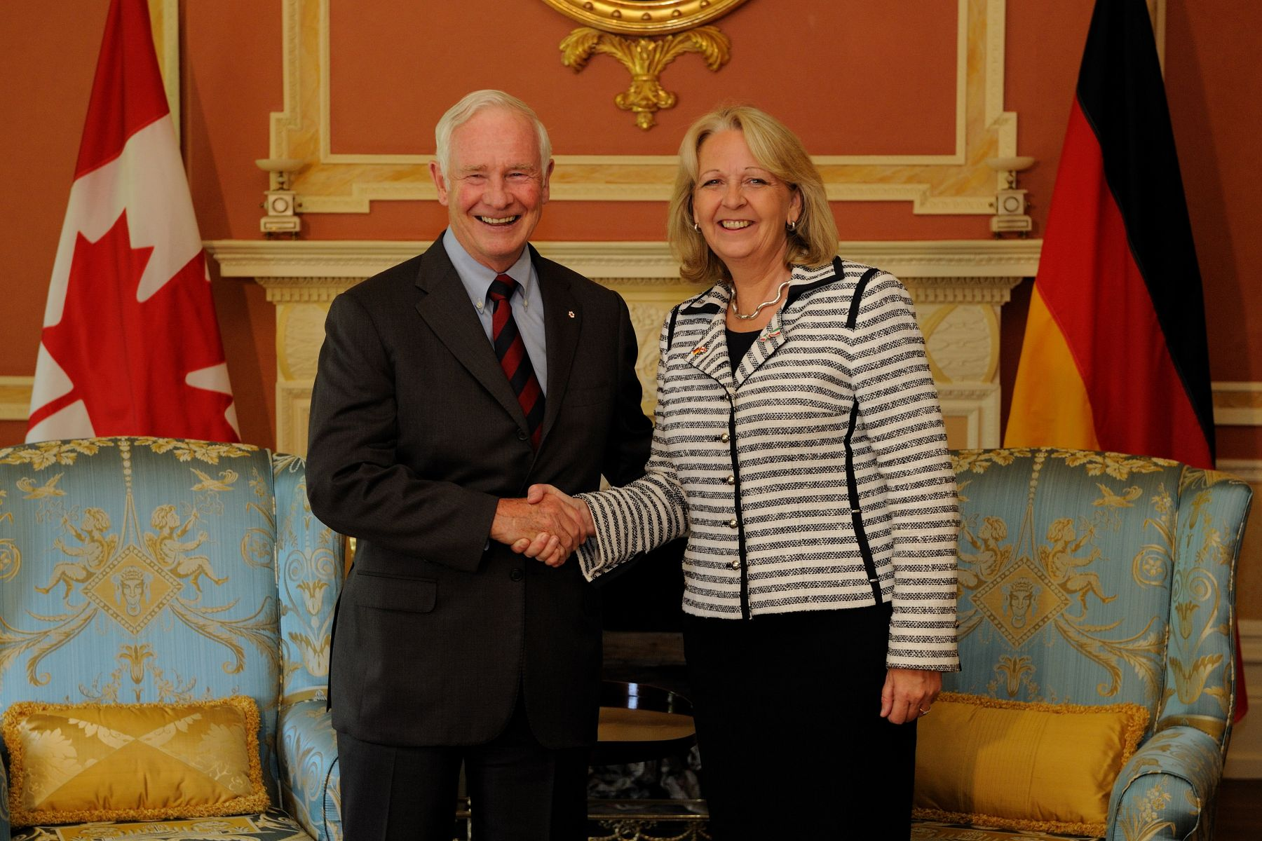 On September 8, 2011, His Excellency the Right Honourable David Johnston, Governor General of Canada, welcomed Her Excellency Hannelore Kraft, President of the Federal Council of the Federal Republic of Germany, at Rideau Hall. The meeting took place in the Large Drawing Room inside the residence.