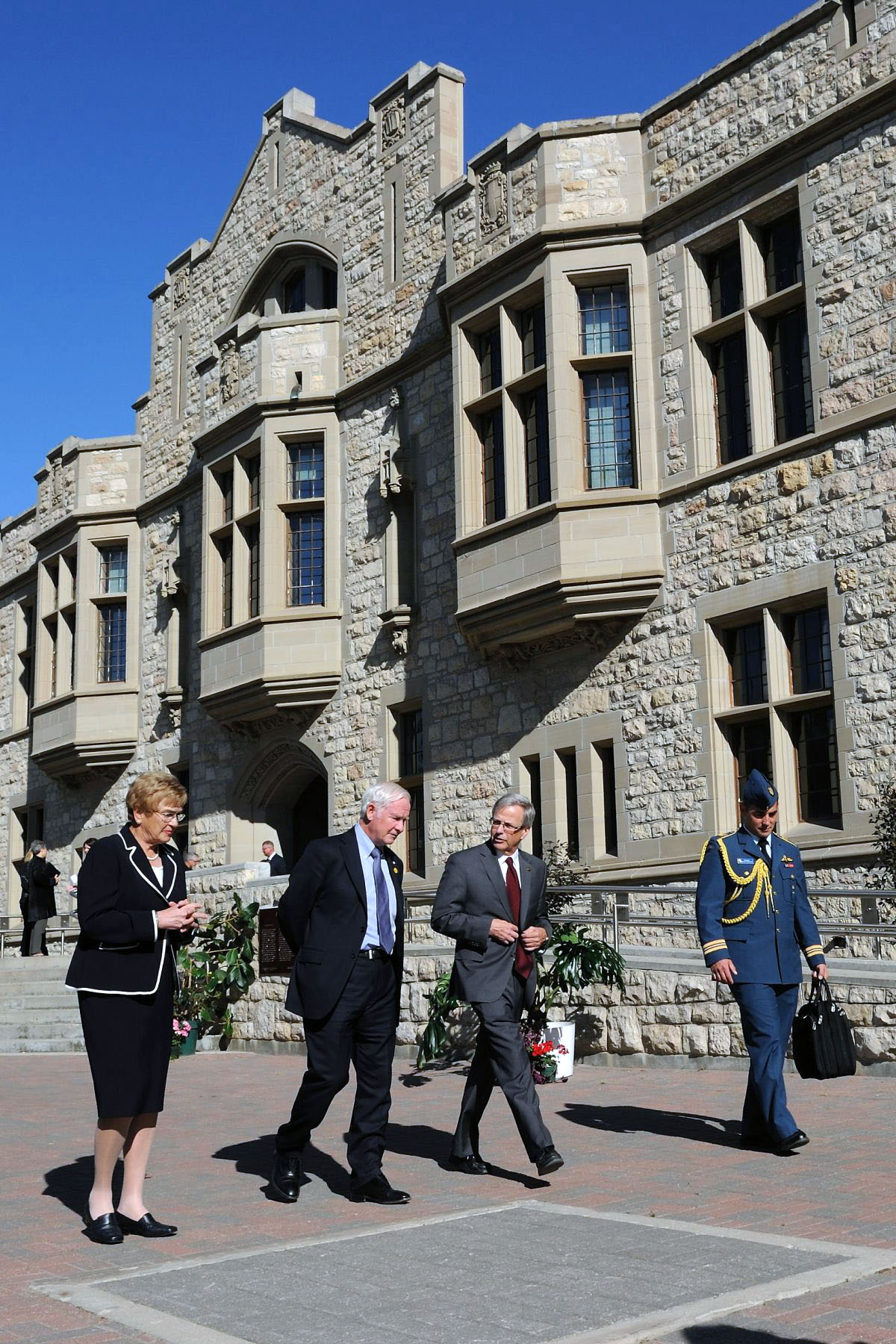 Before leaving the province, His Excellency made a final stop to the University of Saskatchewan. Upon his arrival, the Governor General was greeted by University President Mr. Peter Mackinnon.