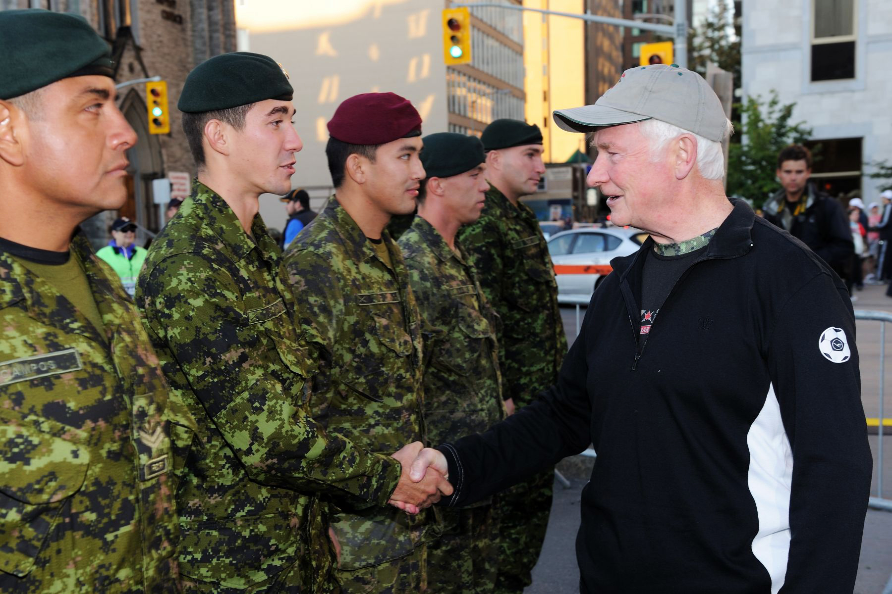 Upon his arrival, His Excellency shook hands with Canadian Forces members. As commander-in-chief of the Canadian Forces, His Excellency is committed to supporting the troops at home and abroad.