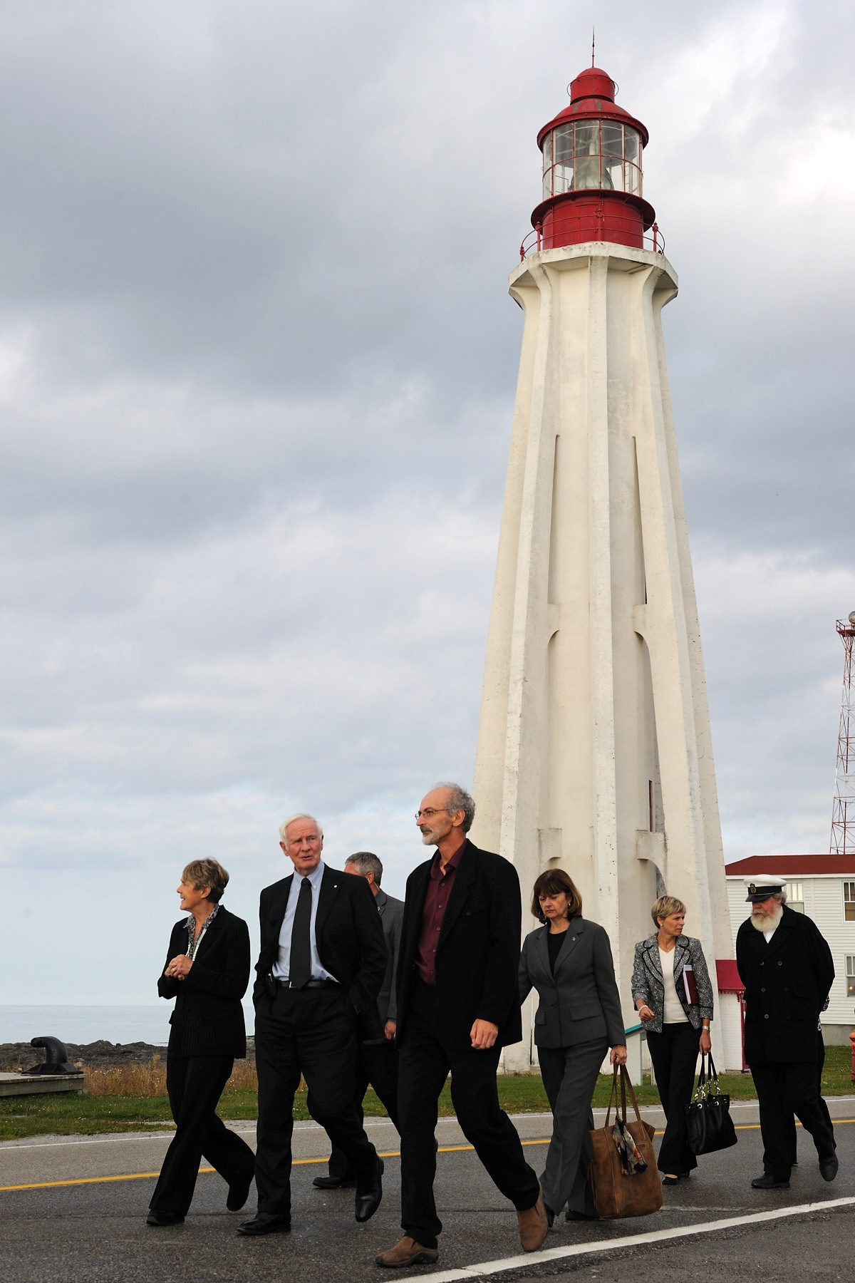 In the afternoon, Their Excellencies visited the Site historique maritime de la Pointe-au-Père, home of the Empress of Ireland Museum and the Onondaga submarine. In addition, in collaboration with Parks Canada, the historic site highlights the importance of the Pointe-au-Père Lighthouse.