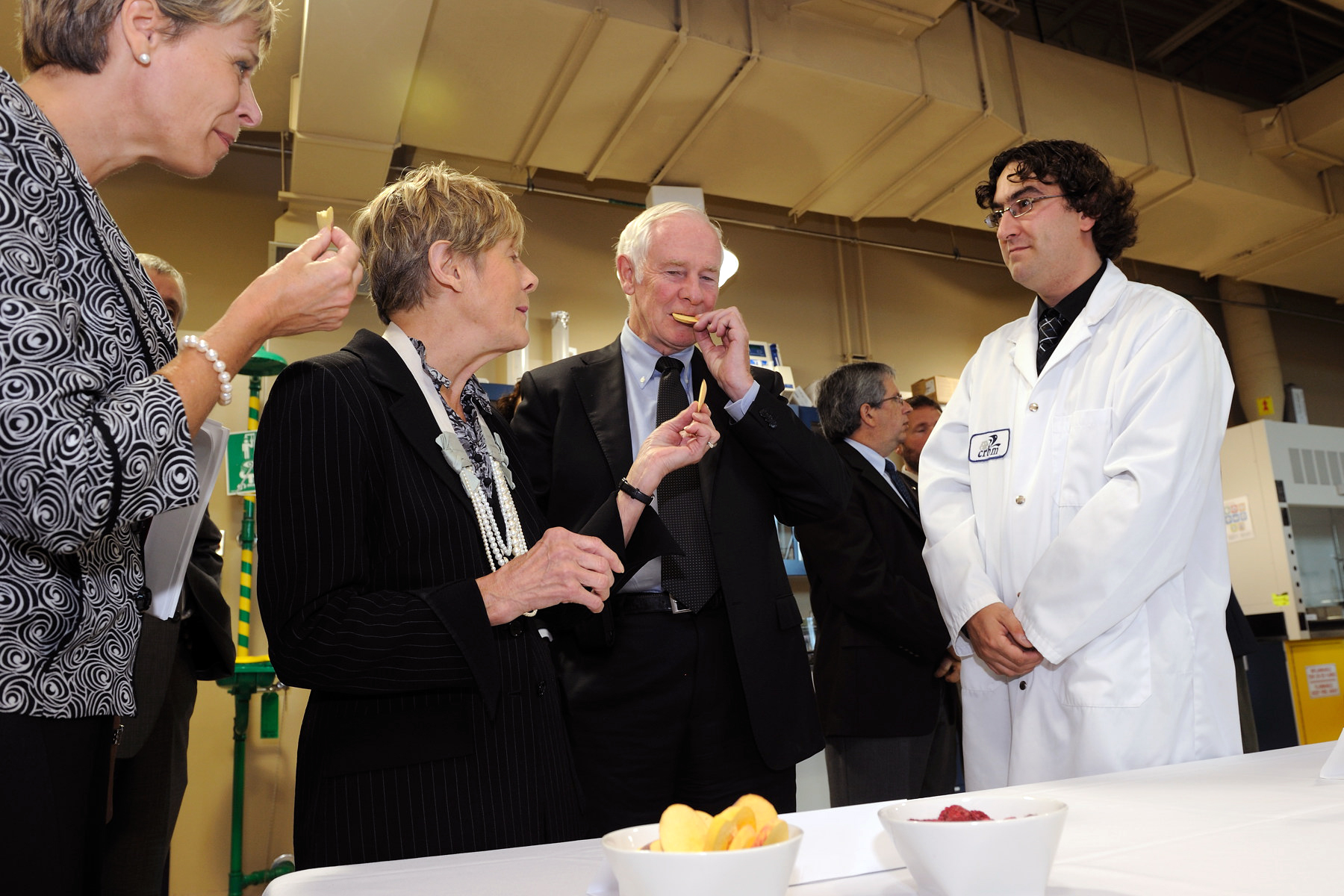 Their Excellencies visited the Marine Biotechnology Research Centre (MBRC) to learn about the research conducted by the MBRC and the services it offers. Their Excellencies had the opportunity to sample dried peaches, dehydrated using a technique developed by researchers of the MBRC.