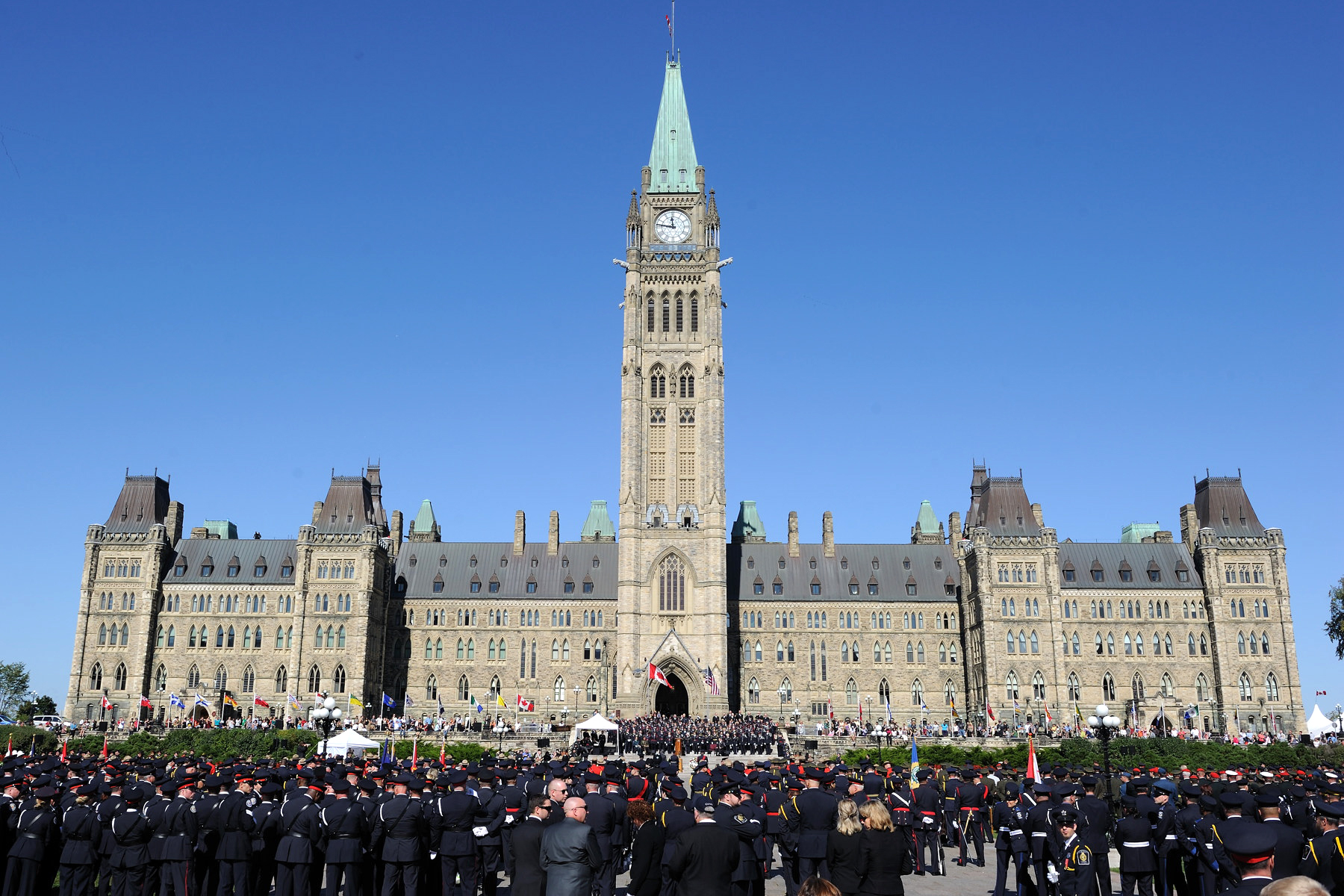 Police and peace officers from across Canada and the United States gathered on Parliament Hill to take part in the Canadian Police and Peace Officers' 34th Annual Memorial Service.