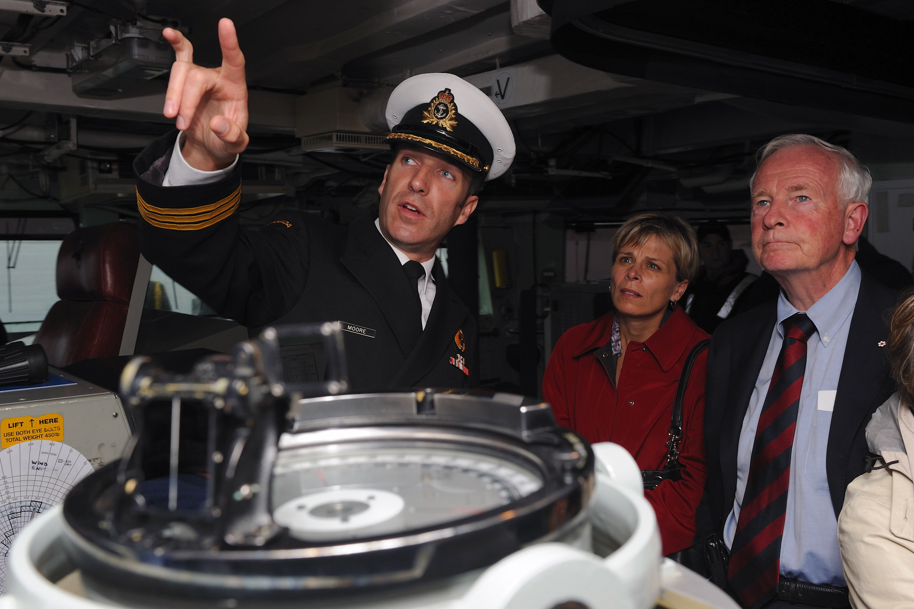 The Governor General visited Maritime Forces Pacific and sailed on board HMCS Regina. Captain Chris Moore provided a brief tour of the bridge.