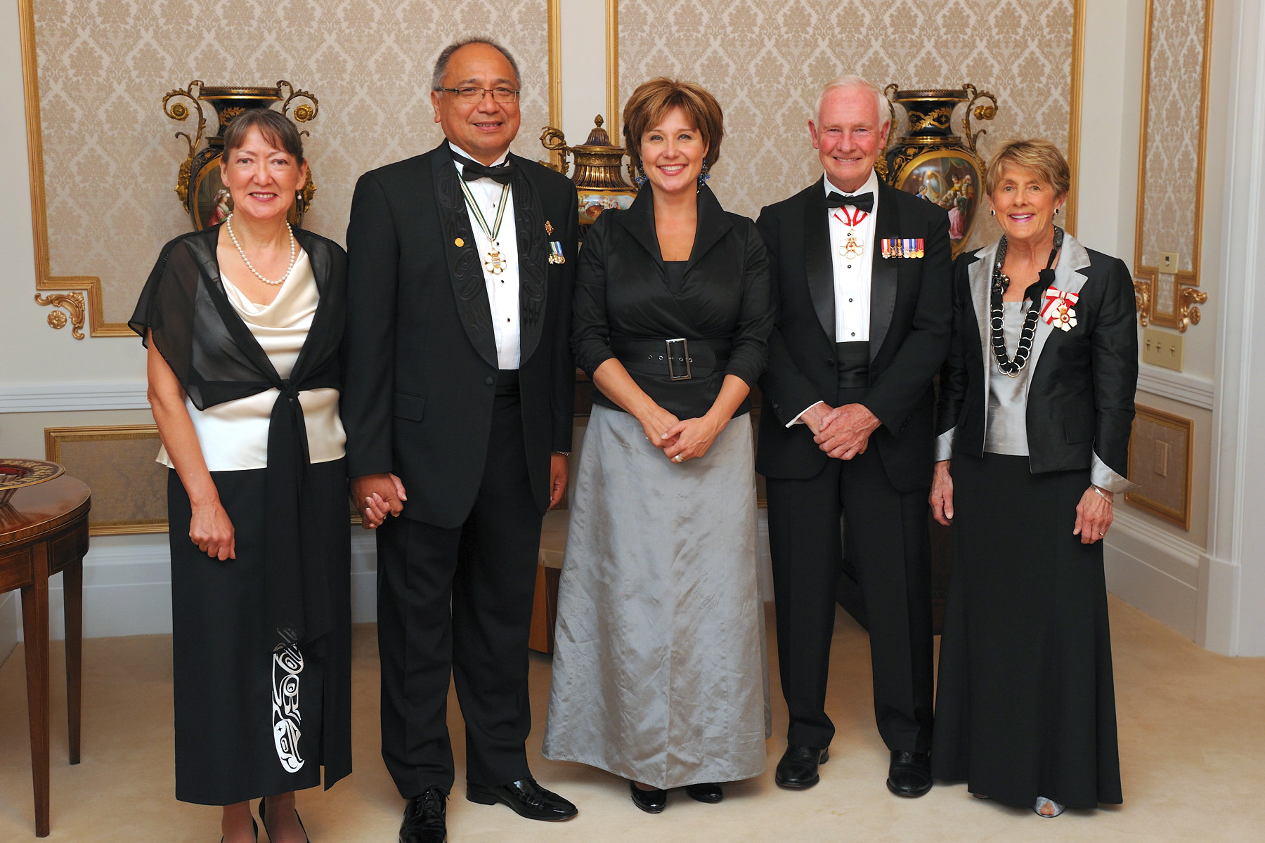 Their Excellencies were guests of honour at a dinner hosted by the Honourable Steven L. Point, Lieutenant Governor of British Columbia, and his spouse, Mrs. Gwendolyn Point, as well as the Honourable Christy Clark, Premier of British Columbia.