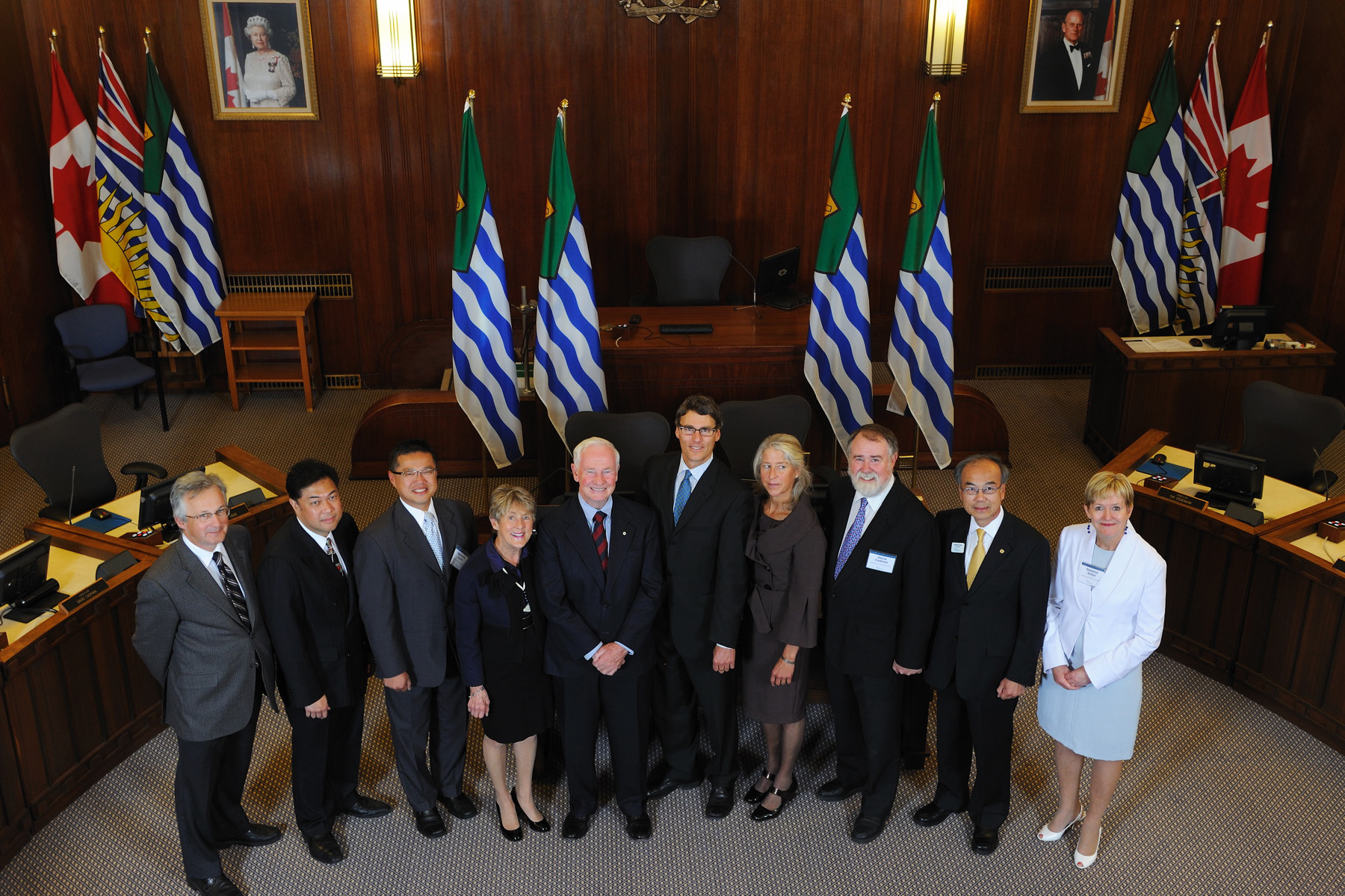 During the visit to Vancouver City Hall, Their Excellencies met with city officials to learn about the city's innovative programs promoting cultural integration and anti-racism leadership in youth. Their Excellencies also learned about Vancouver's initiatives as one of Canada's greenest cities.