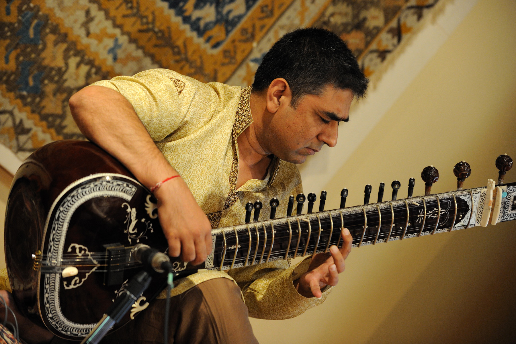 During Their Excellencies visit to the Canadian Club of Vancouver, guests were treated to a musical performance by Mohamed Assanni, sitar player.