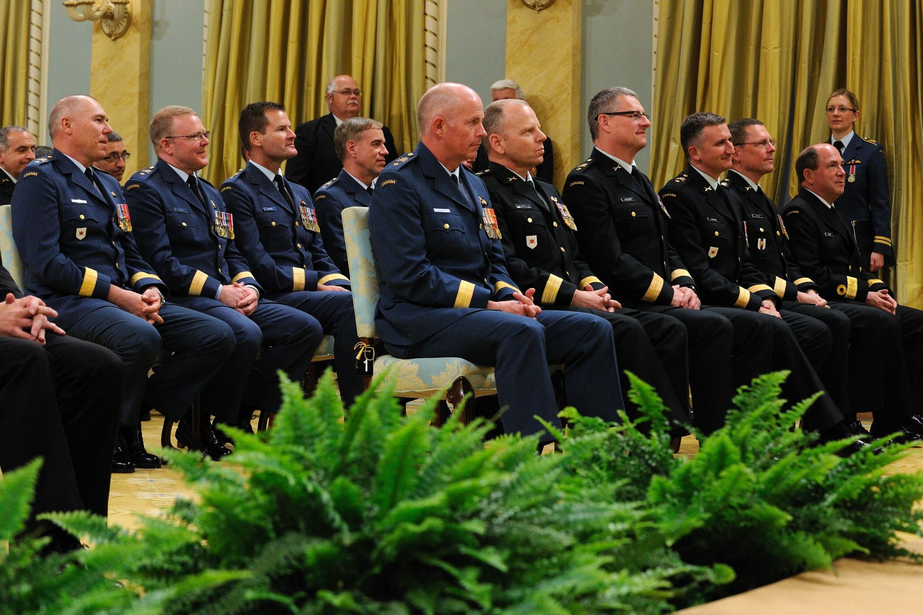 During a ceremony at Rideau Hall, His Excellency the Right Honourable David Johnston, Governor General and Commander-in-Chief of Canada, recognized the promotion of Canadian Forces members to the rank of general of flag officer.