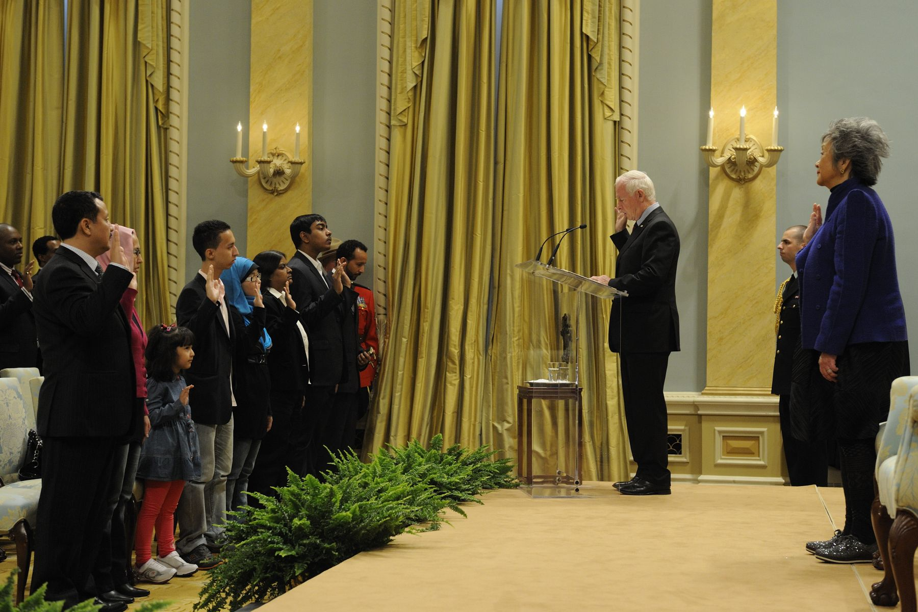 His Excellency was the presiding official administering the Oath of Citizenship and conferred citizenship certificates to 54 new Canadians from 29 countries. He was joined by the Right Honourable Adrienne Clarkson, former governor general of Canada.