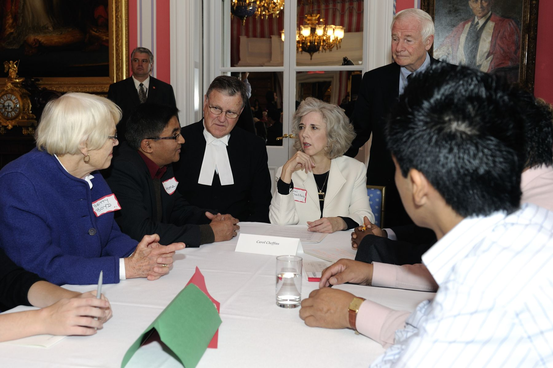 As part of Citizenship Week celebrations, a special community round table discussion with 54 new Canadians will take place at Rideau Hall. These unique discussions aim to strengthen the connection between new Canadians and their communities. This event is done in partnership with the Institute for Canadian Citizenship, and Citizenship and Immigration Canada.
