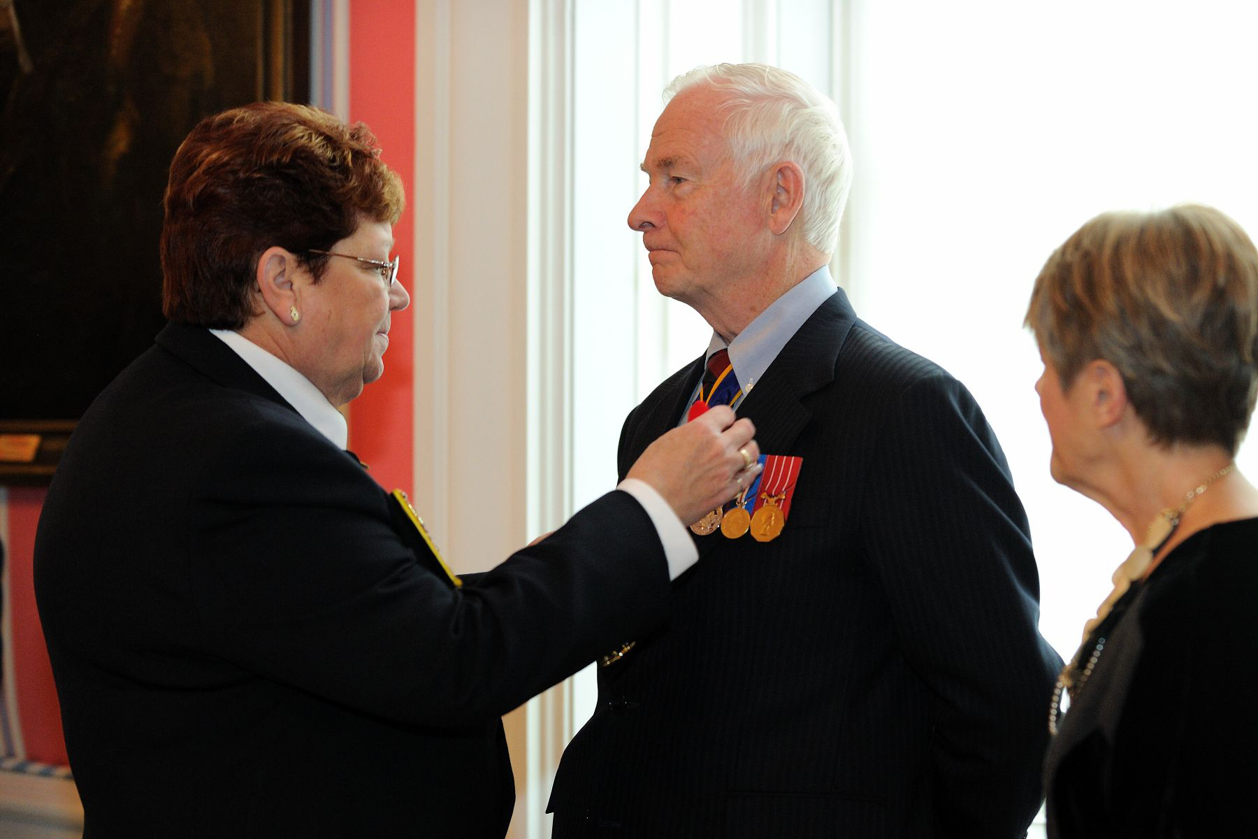 His Excellency, who is patron of The Royal Canadian Legion, received the symbolic first poppy from Patricia Varga, Dominion President of The Royal Canadian Legion.