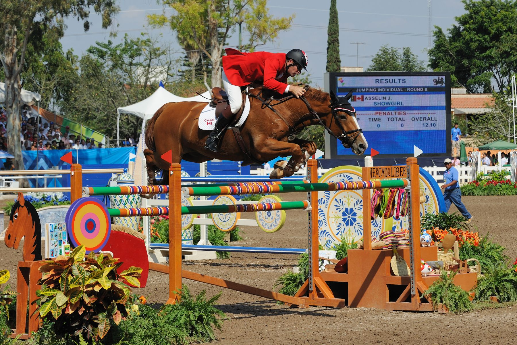 His Excellency attended the Equestrian Individual Jumping final at the Guadalajara Country Club.