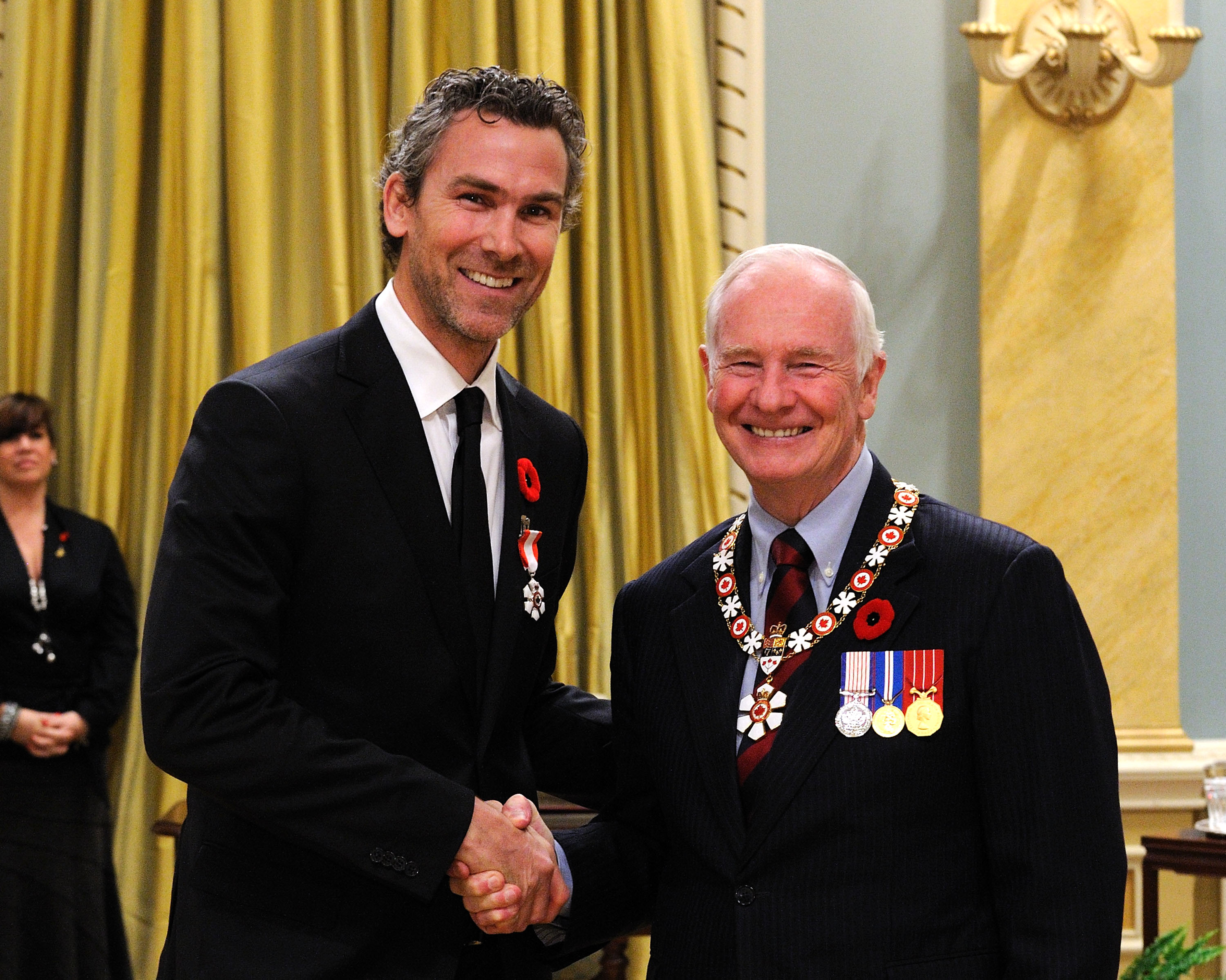 Throughout his career in the National Hockey League, Trevor Linden (Vancouver, British Columbia) established a reputation for community engagement and sportsmanship. A gifted forward, he played for nearly two decades, notably with the Vancouver Canucks and the Montreal Canadiens, and represented Canada at several international tournaments. Recognized for his leadership and humanitarian contributions, he also created the Trevor Linden Foundation. This organization supports, among other initiatives, pediatric cancer care, research and preventative campaigns, and has been particularly dedicated to helping underprivileged and terminally ill children.