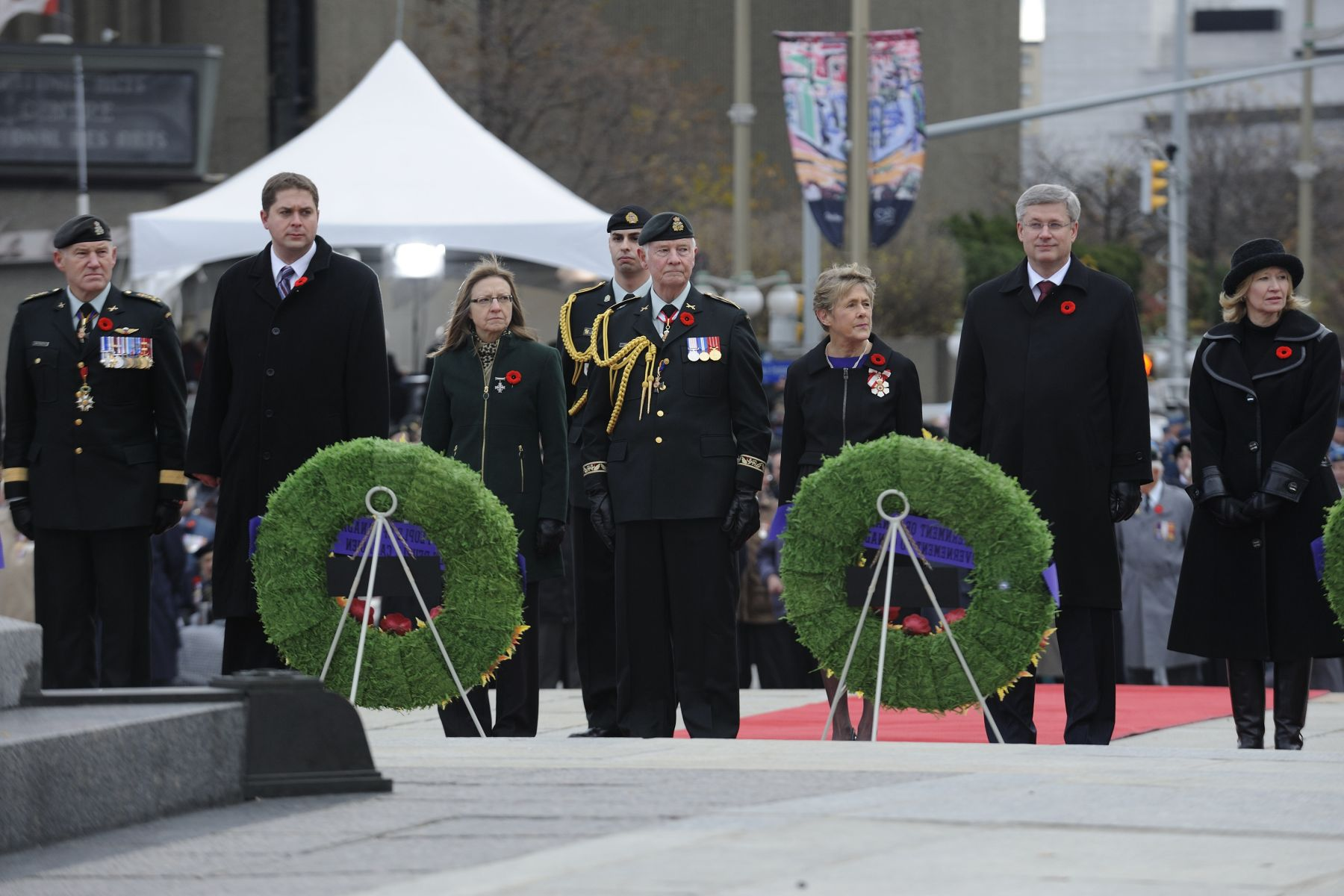 Their Excellencies observed one minute of silience during the National Remembrance Day Ceremony at the National War Memorial in Ottawa.