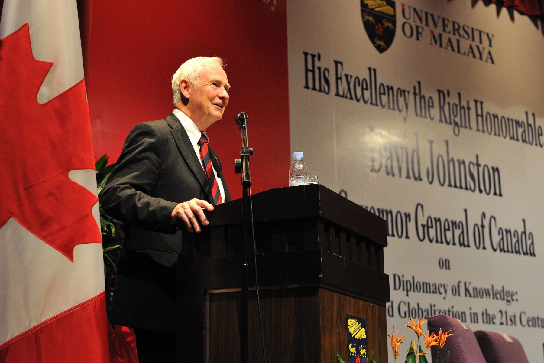 "During the visit to the University of Malaya, the Governor General delivered a keynote address to some 200 students, researchers, university partners and industry representatives. A panel discussion on ""Transferring University Research to the Private Sector to Make 'Smart' Cities and Innovative Communities"" and a question period with Canadian delegates and Malaysian counterparts followed the keynote address."