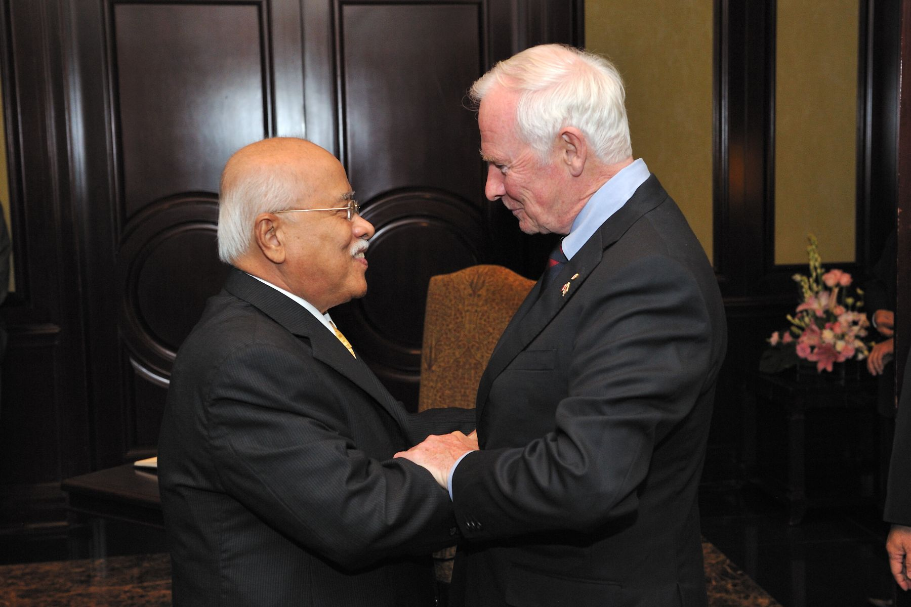 Later in the evening, the Governor General met with Tun Dato' Sri Utama Abdul Rahman Abbas, Governor of Penang.