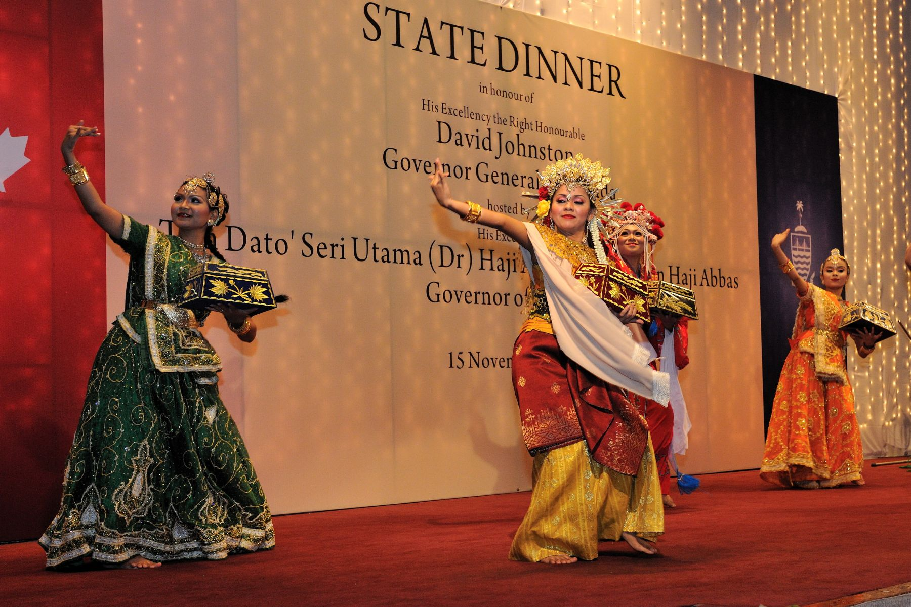 Tun Dato' Seri Utama Abdul Rahman Abbas, Governor of Penang, hosted a dinner in honour of His Excellency's visit to the city of Penang. During the dinner, invited guests were treated to a performance by traditional Malaysian dancers.