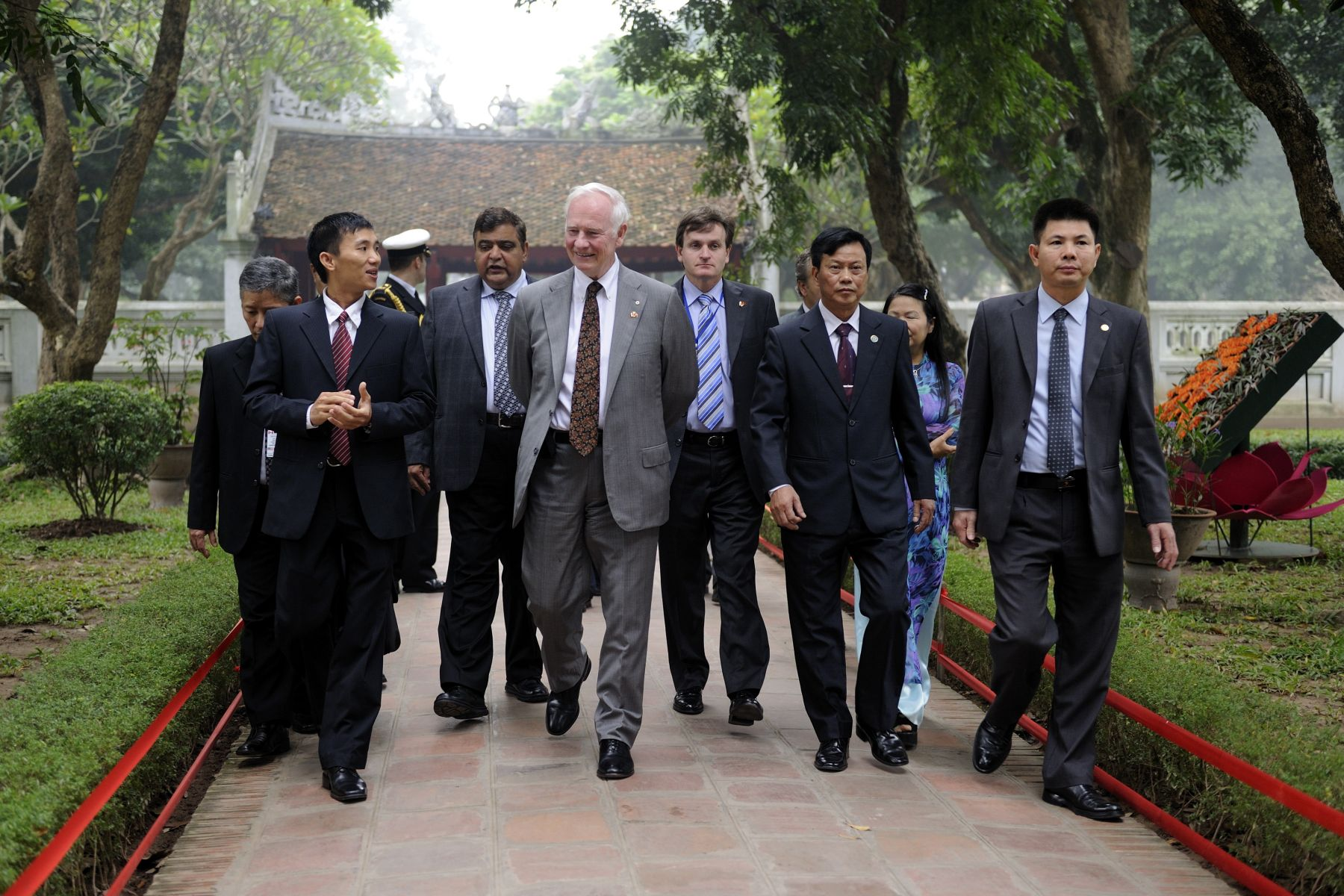 His Excellency visited Hanoi's Temple of Literature, which was built in 1070 as a national academy dedicated to Confucius. It provided training to Vietnamese senior administrators for several centuries.