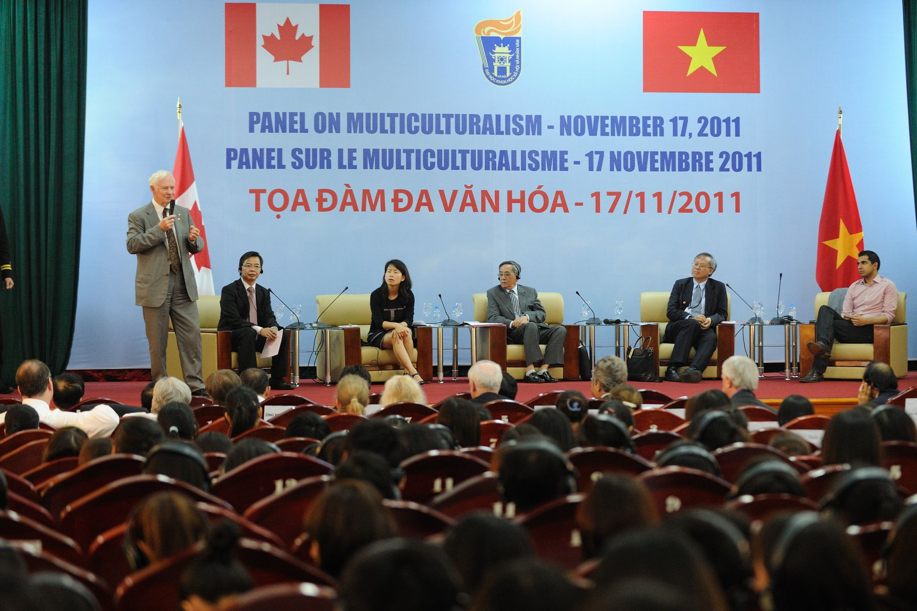 The Governor General and Canadian delegates participated in a discussion on Canada's cultural diversity and human values.
