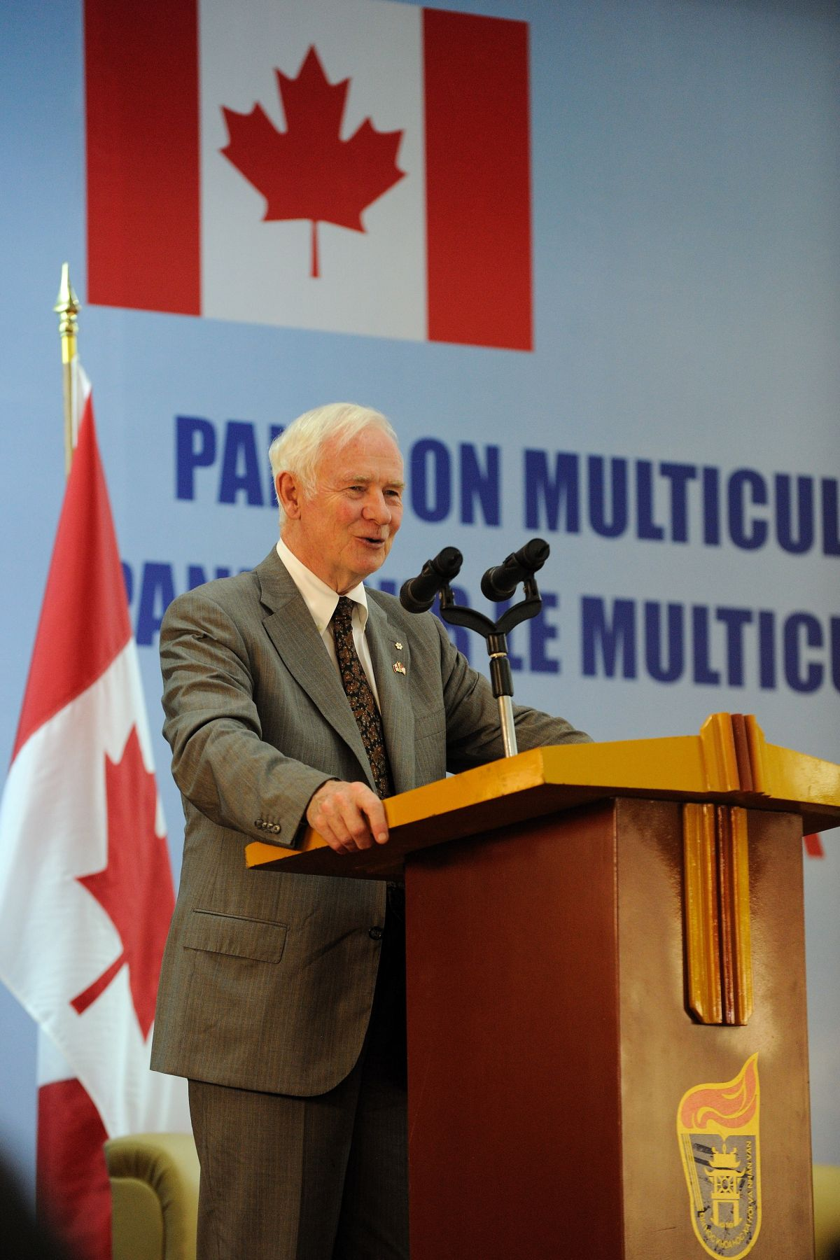 His Excellency delivered an address on multiculturalism to some 400 students, academics and Canada World Youth volunteers at the Hanoi University of Social Sciences and Humanities.