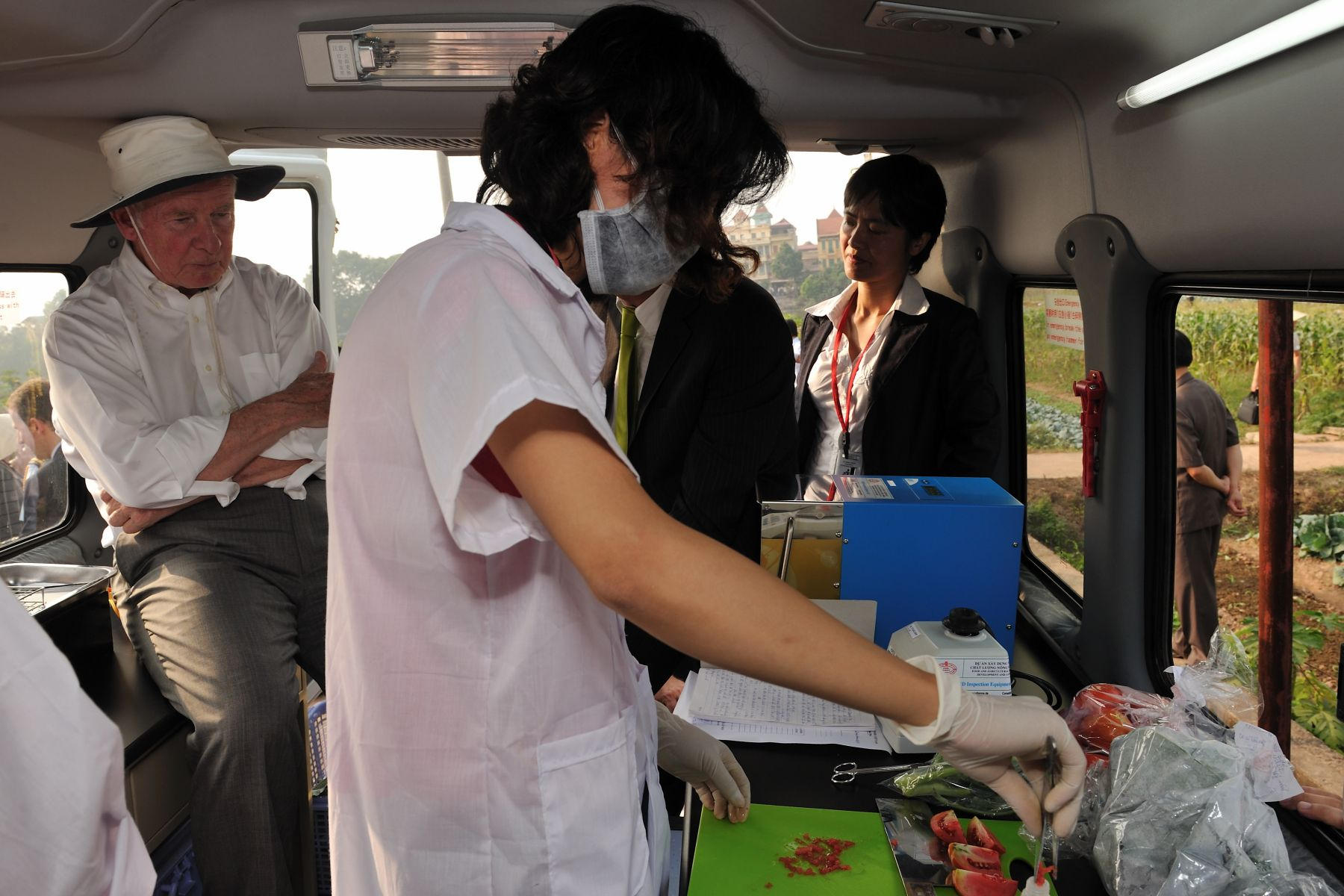 The Governor General and the Canadian delegates visited a safe vegetable production site and a mobile laboratory van.
