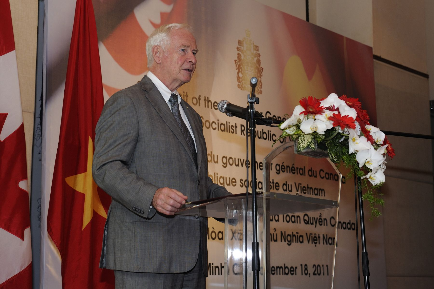His Excellency and Canadian delegates interacted with Canadian educators, business people and volunteers, as well as with Vietnamese-Canadians who have returned to support Vietnam in its effort to become a knowledge-based economy.