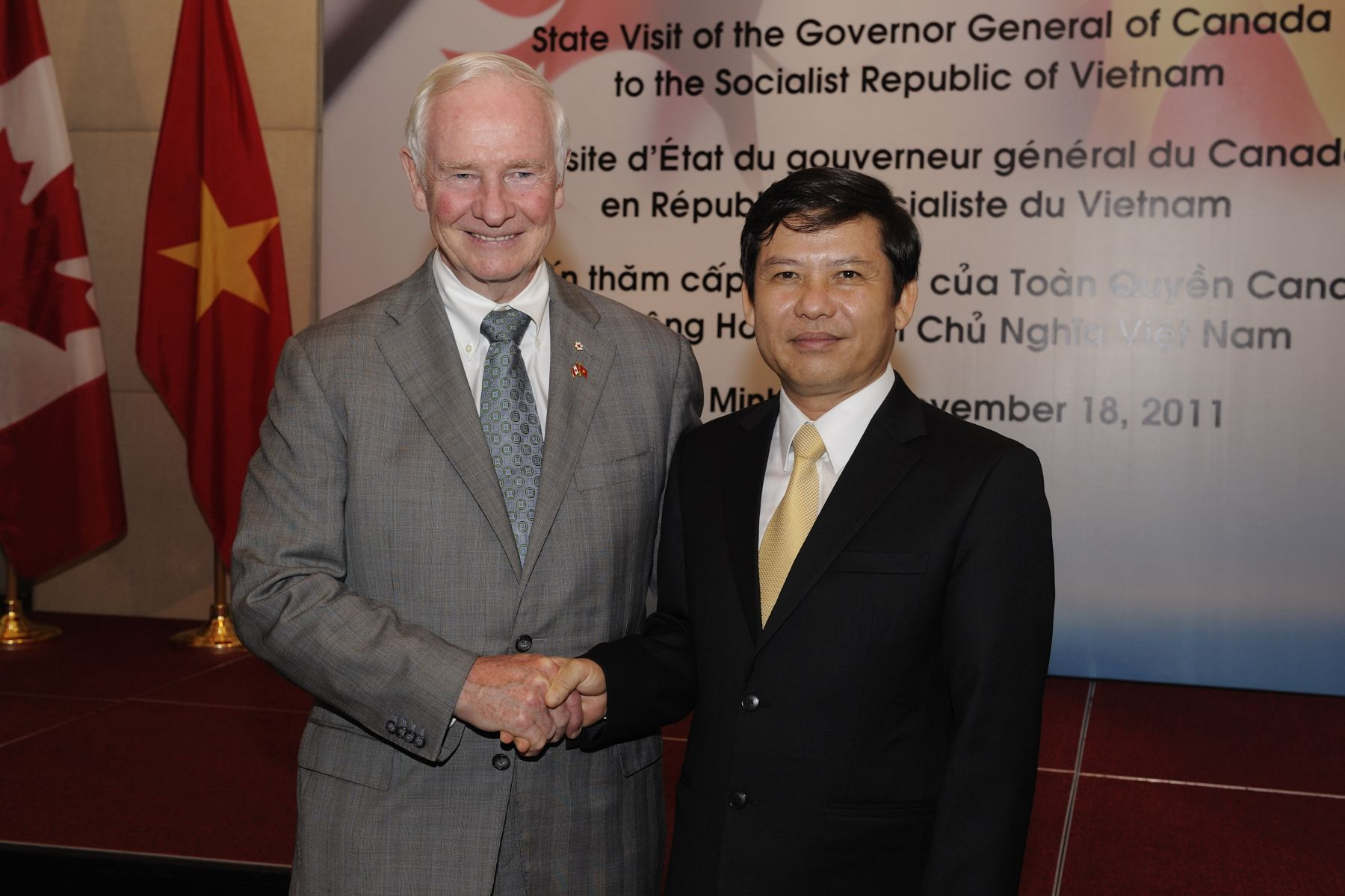 His Excellency took part in a reception with Vietnamese friends of Canada and members of the Canadian community abroad. The Governor General and Mr. Le Hoang Quan, Chairman of the Ho Chi Minh City People's Committee, said a few words during the reception.