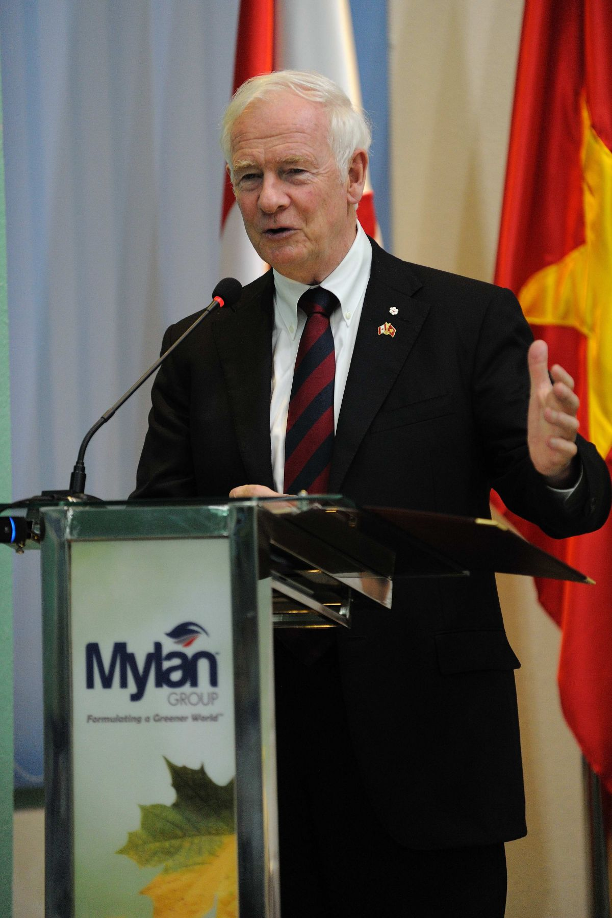 The Governor General and Canadian delegates participated in a panel discussion on skills training with Vietnamese counterparts. The Governor General delivered remarks on education and innovation, as well as on Canada's contribution to development co-operation, to students from Tra Vinh University and other employers.