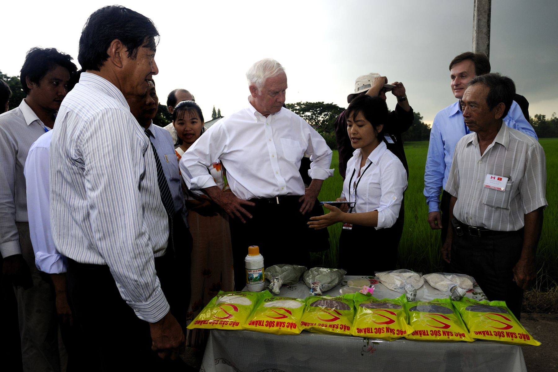 The Governor General and Canadian delegates witnessed how technical and commercial innovations, supported through Canadian International Development Agency (CIDA) projects, have improved the livelihood of farmers in Vietnam's Mekong Delta.