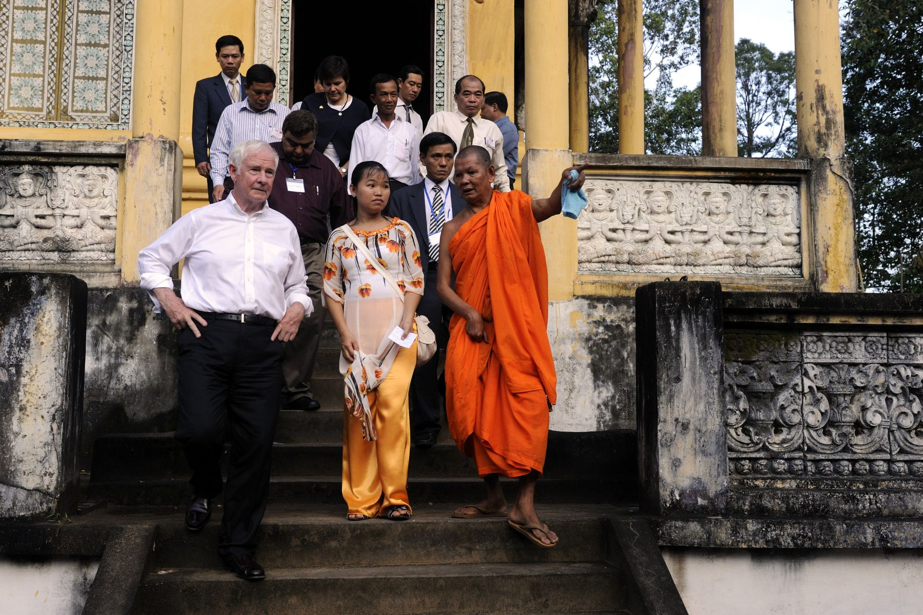 His Excellency toured the Tac Rong Khmer Temple, which was built in 1224. It is considered the oldest among some 90 Khmer temples located in the Soc Trang province.