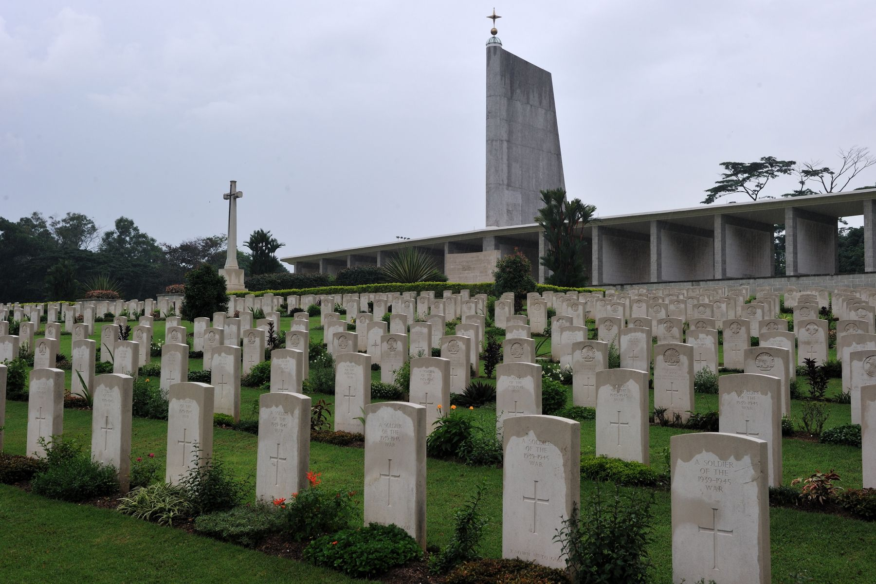 The Governor General visited the Kranji War Cemetery where he laid a wreath and viewed the Memorial Wall in honour of the hundreds of Canadian soldiers who were killed in Southeast Asia during the Second World War. The Memorial stands in Kranji War Cemetery, 22.5 kilometres north of the city of Singapore, overlooking the Straits of Johore. The Singapore Memorial bears on its side columns the names of 191 Canadian airmen who have no known grave. With these are the names of 24,327 comrades from all over the Commonwealth. These airmen died during operations over the whole of southern and eastern Asia and the surrounding seas and oceans.