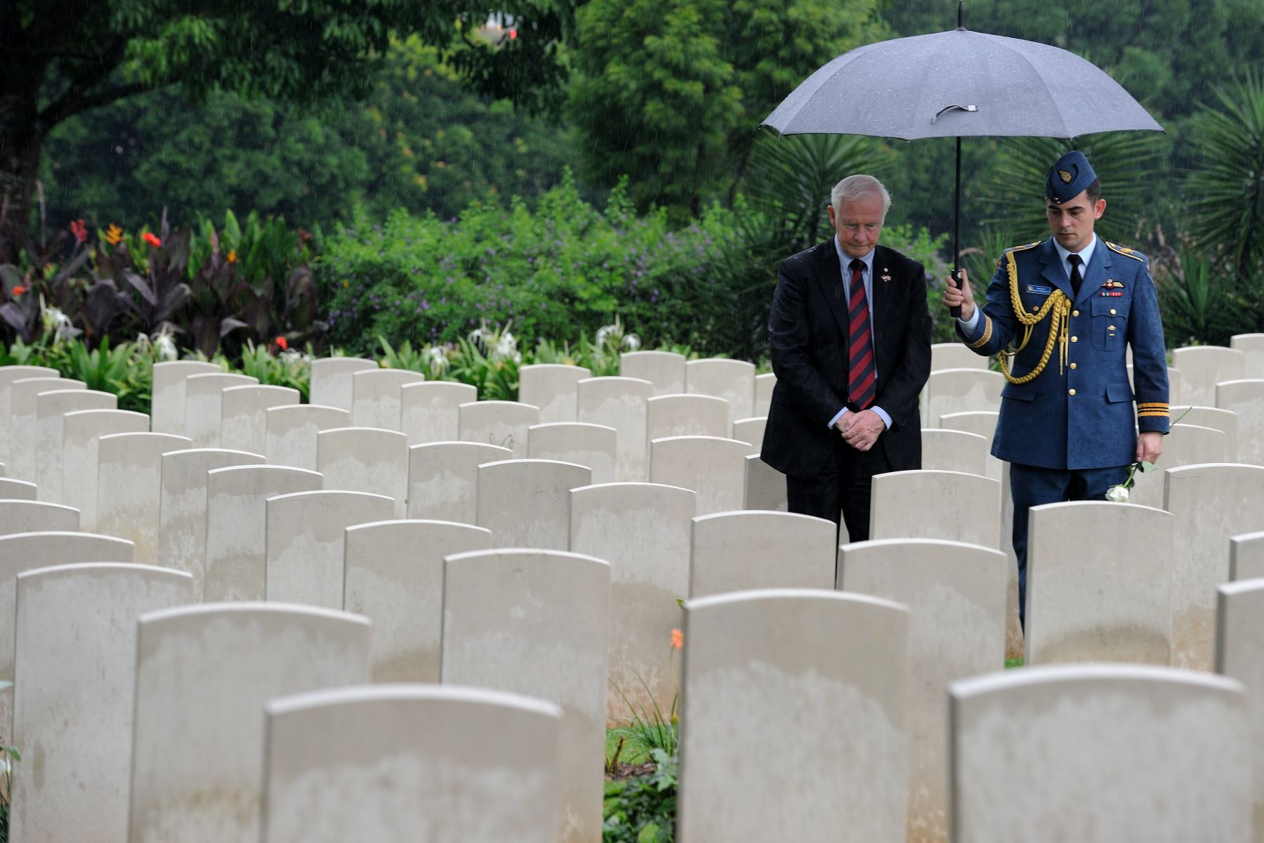 His Excellency also paid tribute to our fallen soldiers by visiting four Canadian graves at the Kranji War Cemetery.