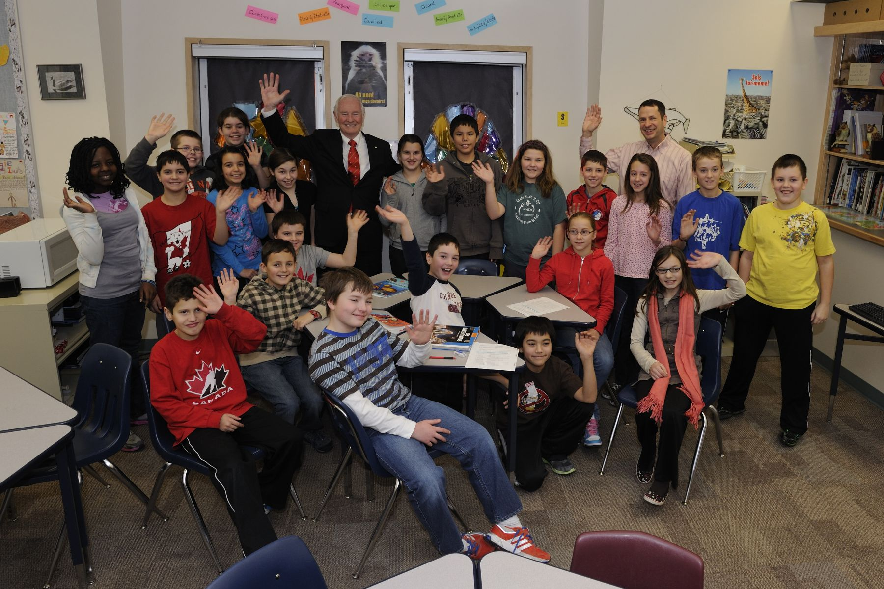 Their Excellencies then visited a classroom at École Allain St-Cyr and answered questions from the students. The school provides French education to some 130 students in Yellowknife, from kindergarten to Grade 12, and also serves as a cultural community centre.