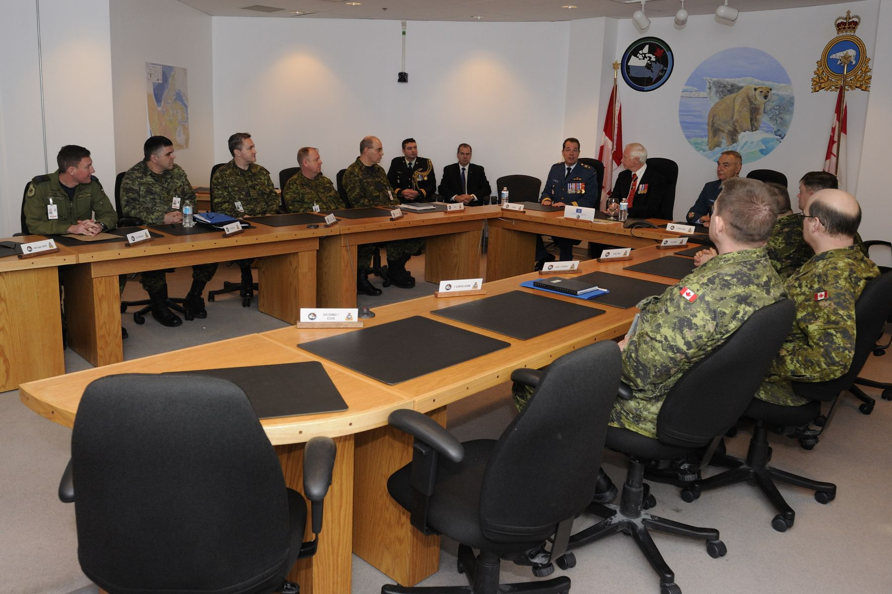 He then attended a briefing led by Brigadier-General Guy Hamel who provided an overview of the Canadian Forces' operations and administration in northern Canada, followed by a presentation of the Canadian Rangers in the North.