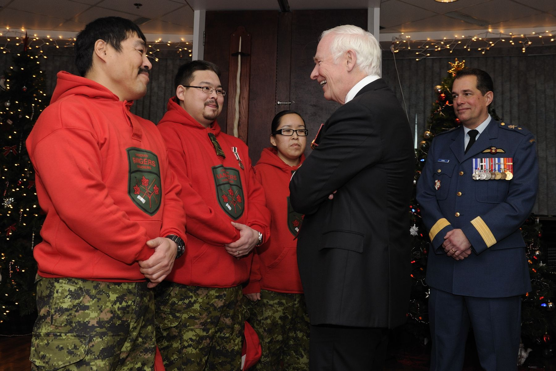 Before leaving, the Governor General met with members of the Canadian Rangers.