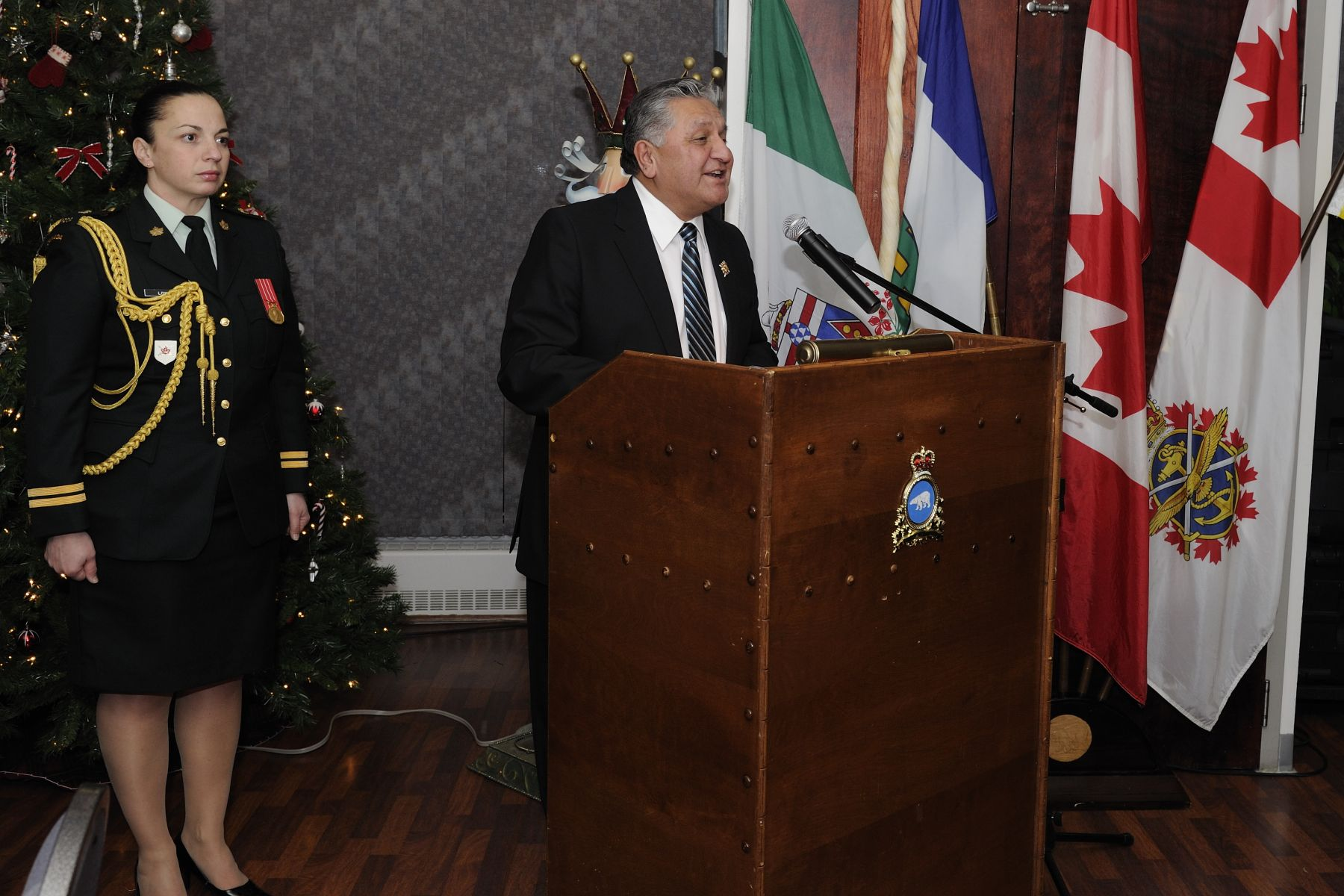The Honourable George Tuccaro, Commissioner of the Northwest Territories, hosted a dinner in honour of Their Excellencies' visit to the Territory.