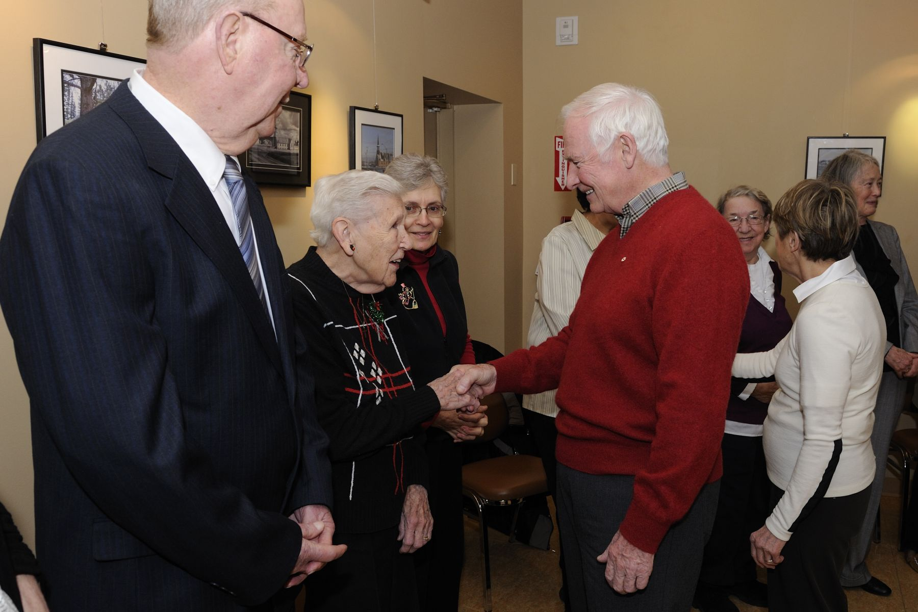 Next on the itinerary, Their Excellencies met with community Elders before taking a tour of the Northern Life Museum, which holds 10 000 artifacts representing the people and history of the North. These artifacts were mostly collected by the Oblate Fathers and Grey Nuns during their missionary work in the North.
