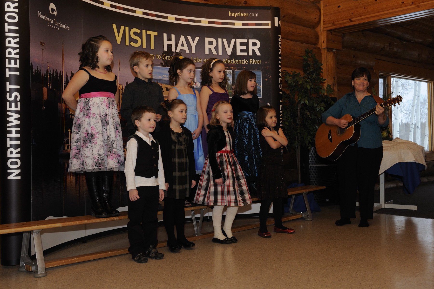 Their Excellencies were treated to a performance by young francophone students in the community of Hay River.