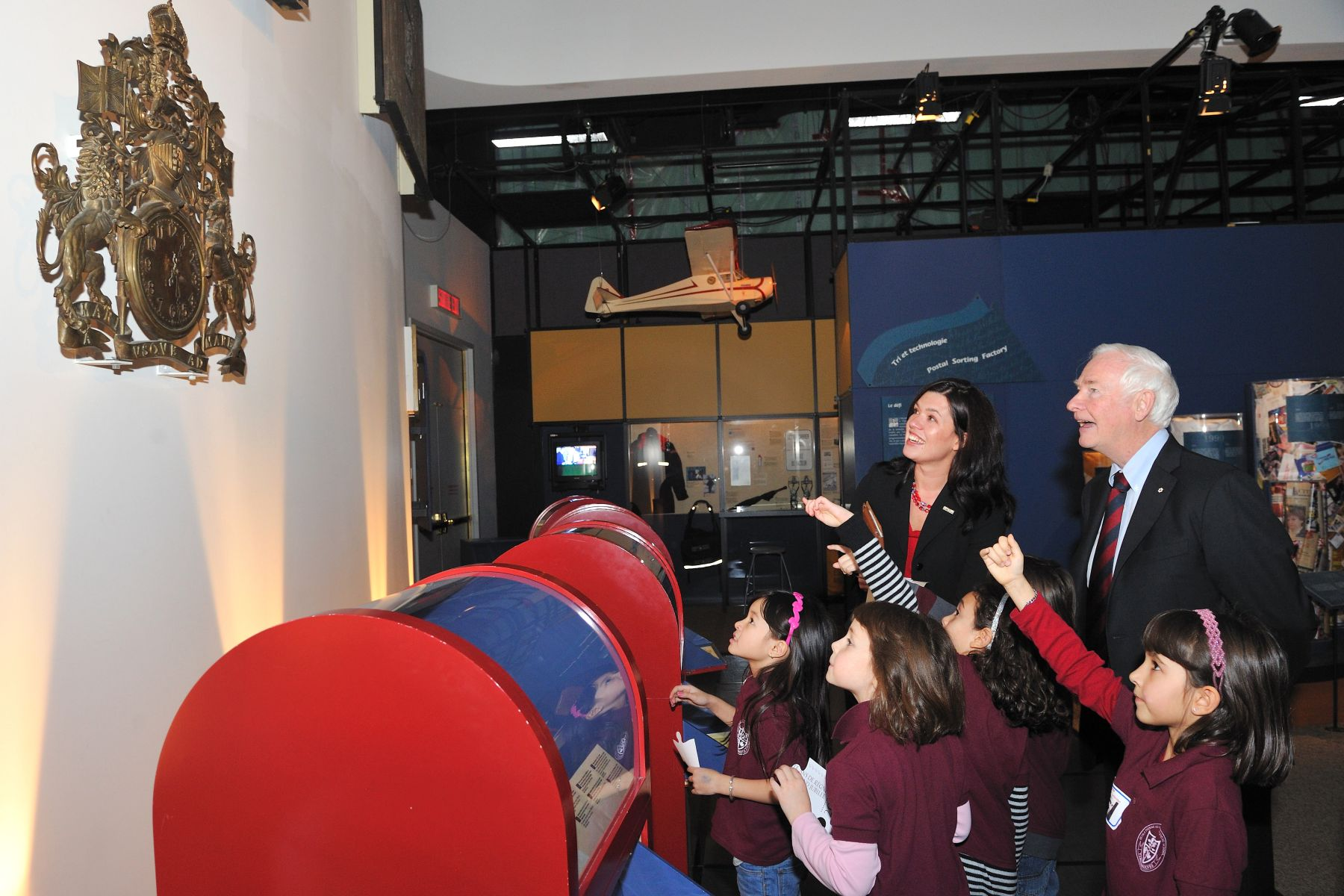 Following the unveiling of the commemorative stamp, the Governor General was joined by 50 third grade students from two Ottawa-Gatineau area schools to take part in a scavenger hunt inside the Canadian Postal Museum to learn more about the history and legacy of Canada's postal system.