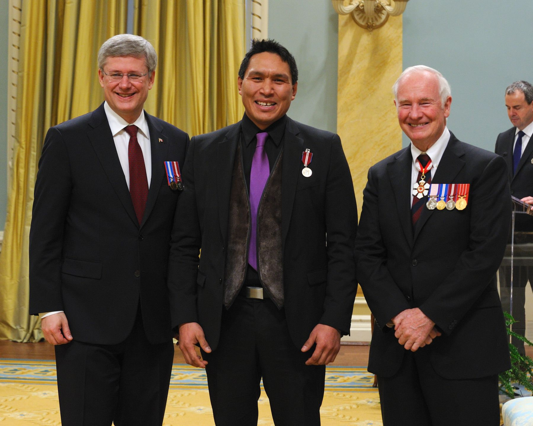 Johnny Issaluk (Iqaluit, Nunavut) was recognized for his contributions towards improving the health and community well-being among Nunavutmiut.